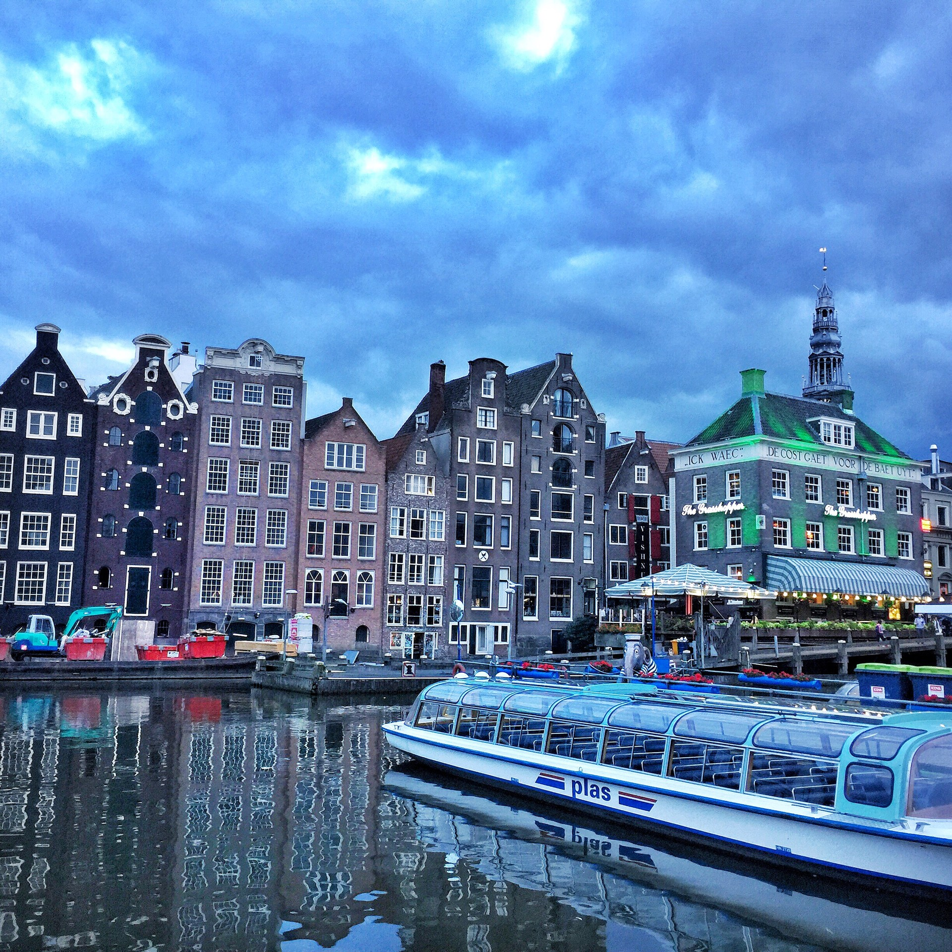 le-dancing-houses-amsterdam-a24759ecda7b
