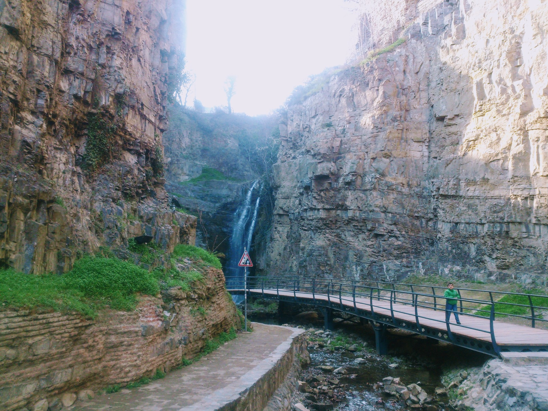 leghvtakhevi-waterfall-5ab9b76aa5a4160d5
