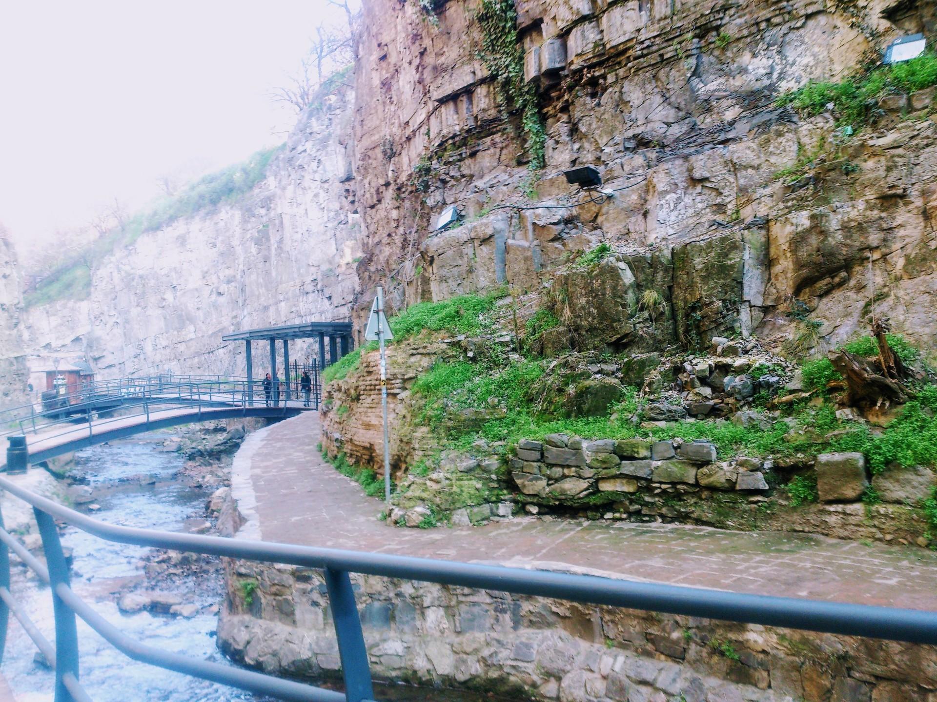leghvtakhevi-waterfall-d7b511ffee8759f2b