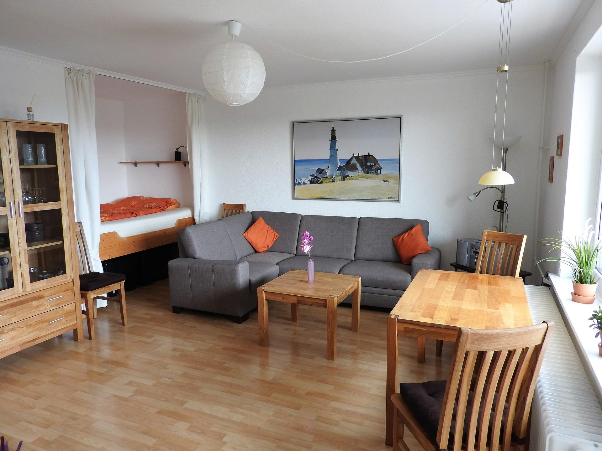 Attractive Liebevoll Eingerichtete Wohnung Mit Blick über Hamburg ...