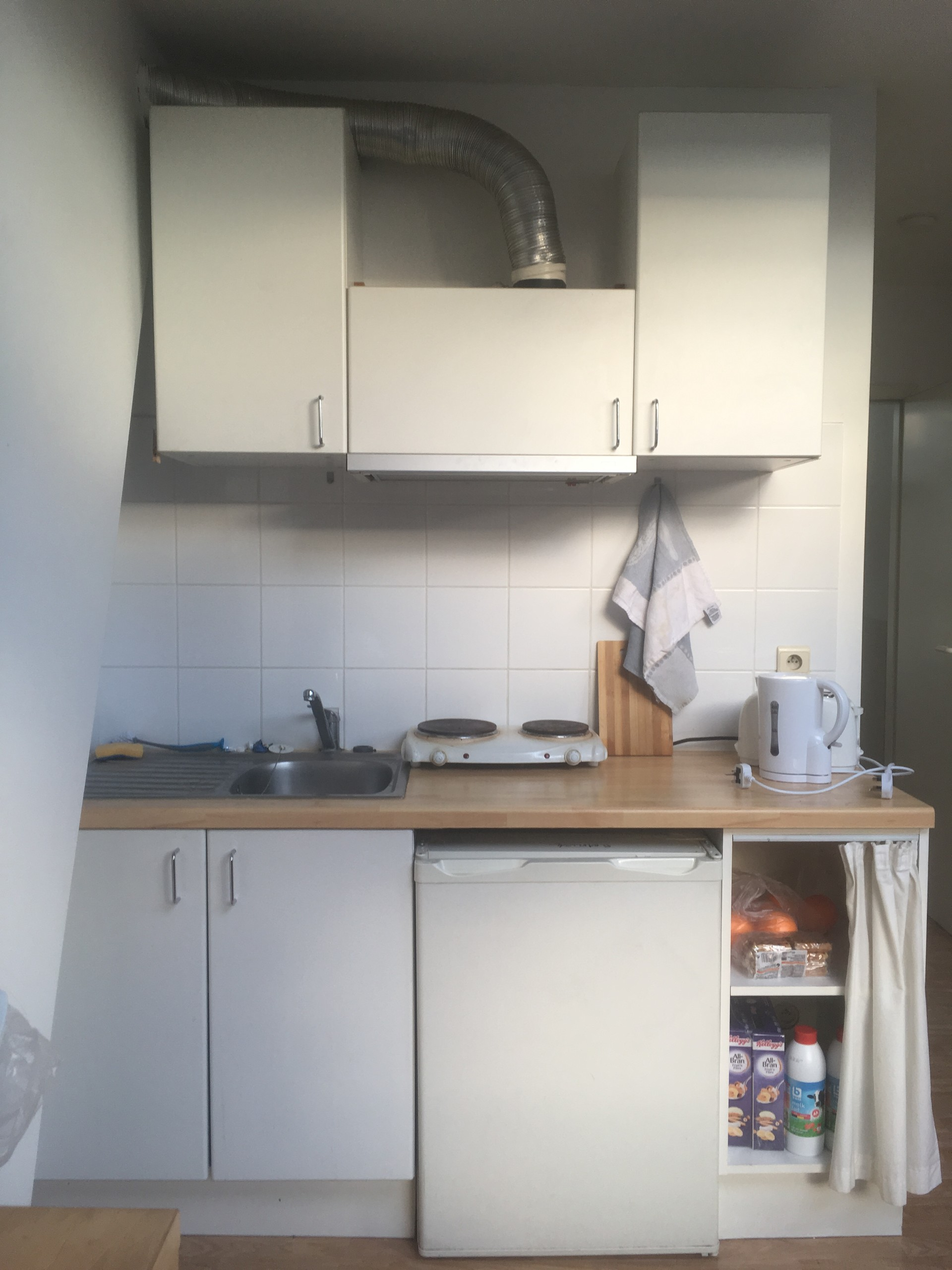 light-filled-bedroom-apartment-students-560e8ccd5b915b3f9da2fa787fbac69c