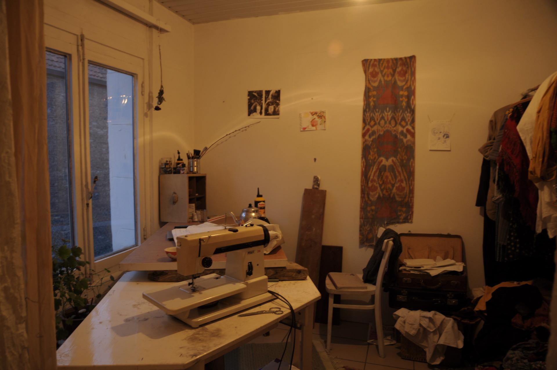 light-spaced-student-studio-centre-263da0ee8a357906464c48c7a3ed38b7