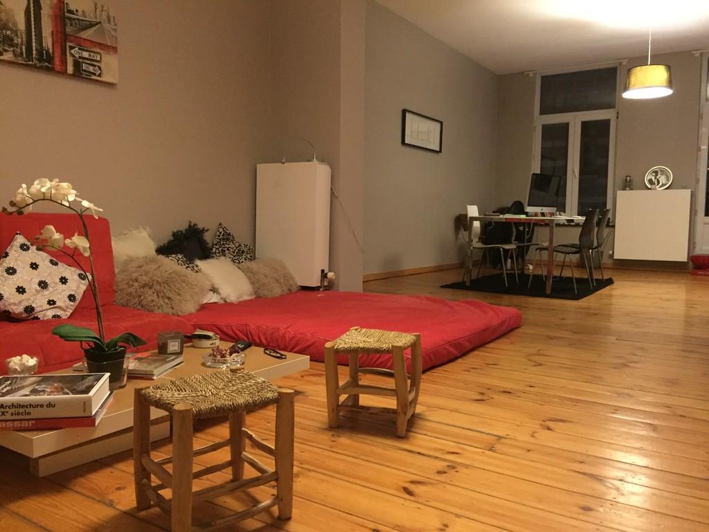 belle chambre dans un loft quartier av louise room. Black Bedroom Furniture Sets. Home Design Ideas