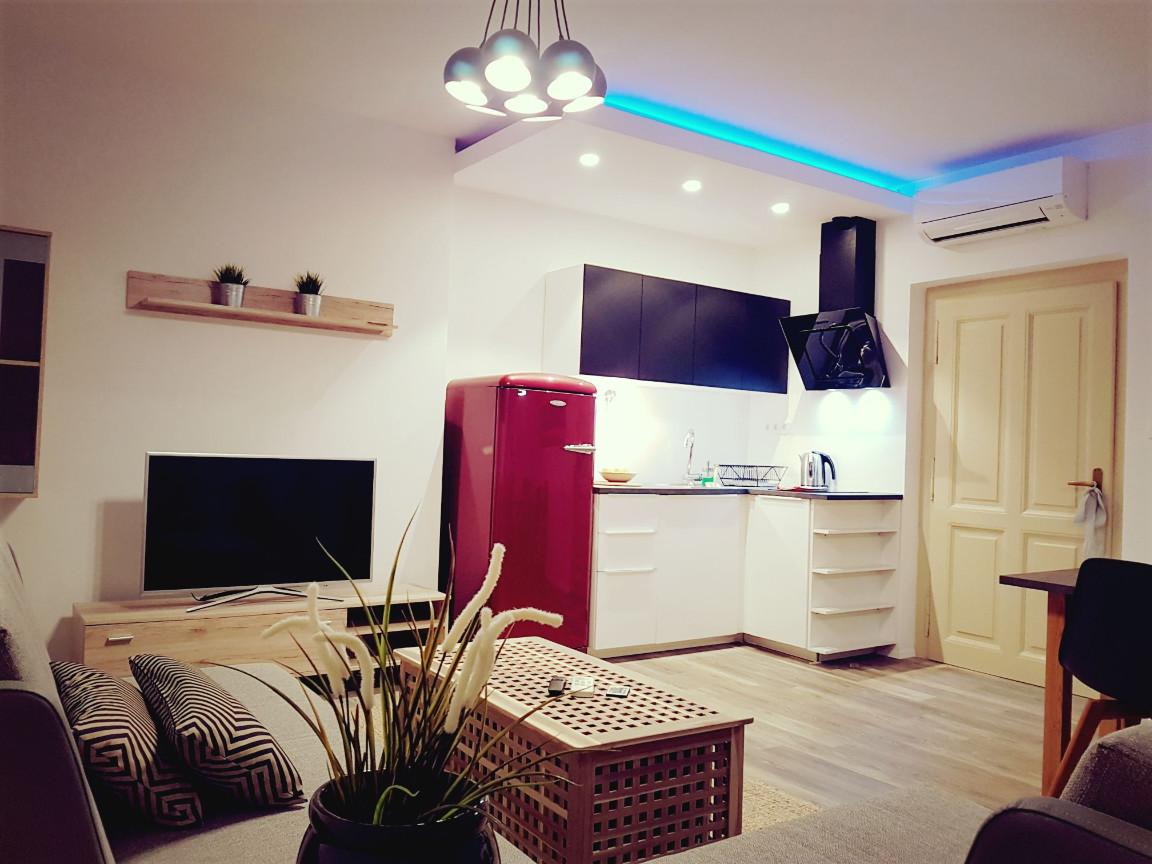 lona-apartment-0413b9e4c871c3b060192de90a3c65bc