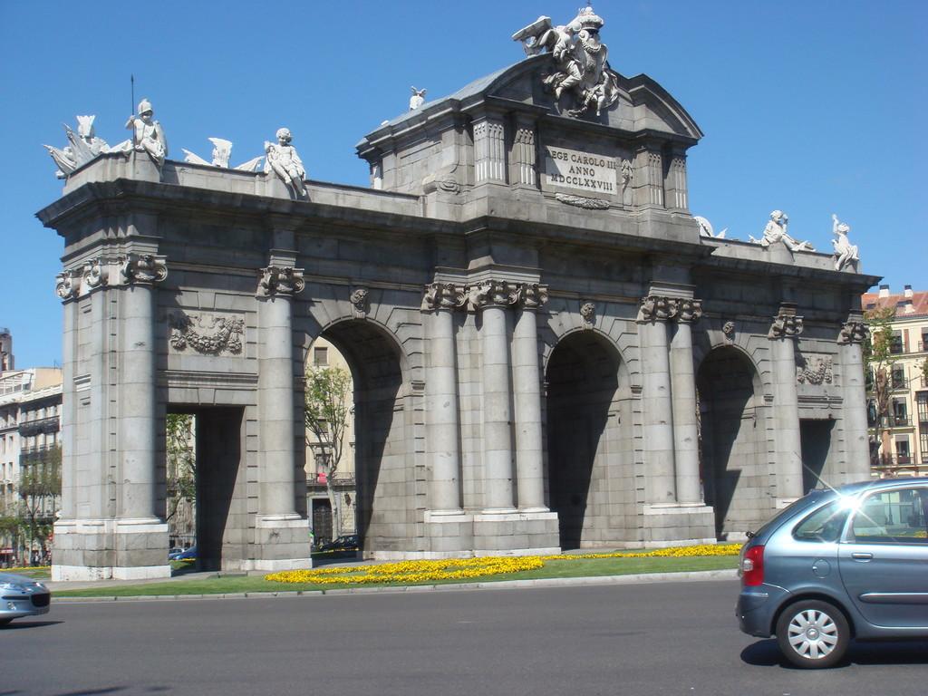 La puerta de alcal what to see in madrid - La puerta de alcala ...