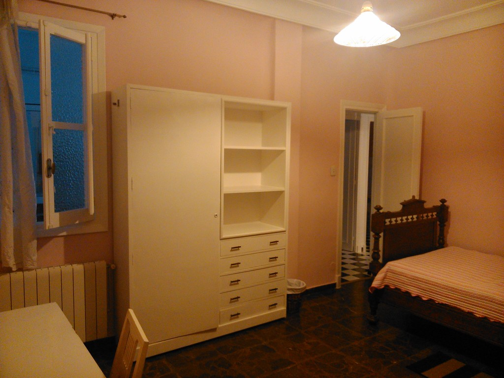 ... Lovely 5 Bedrooms To Rent ...