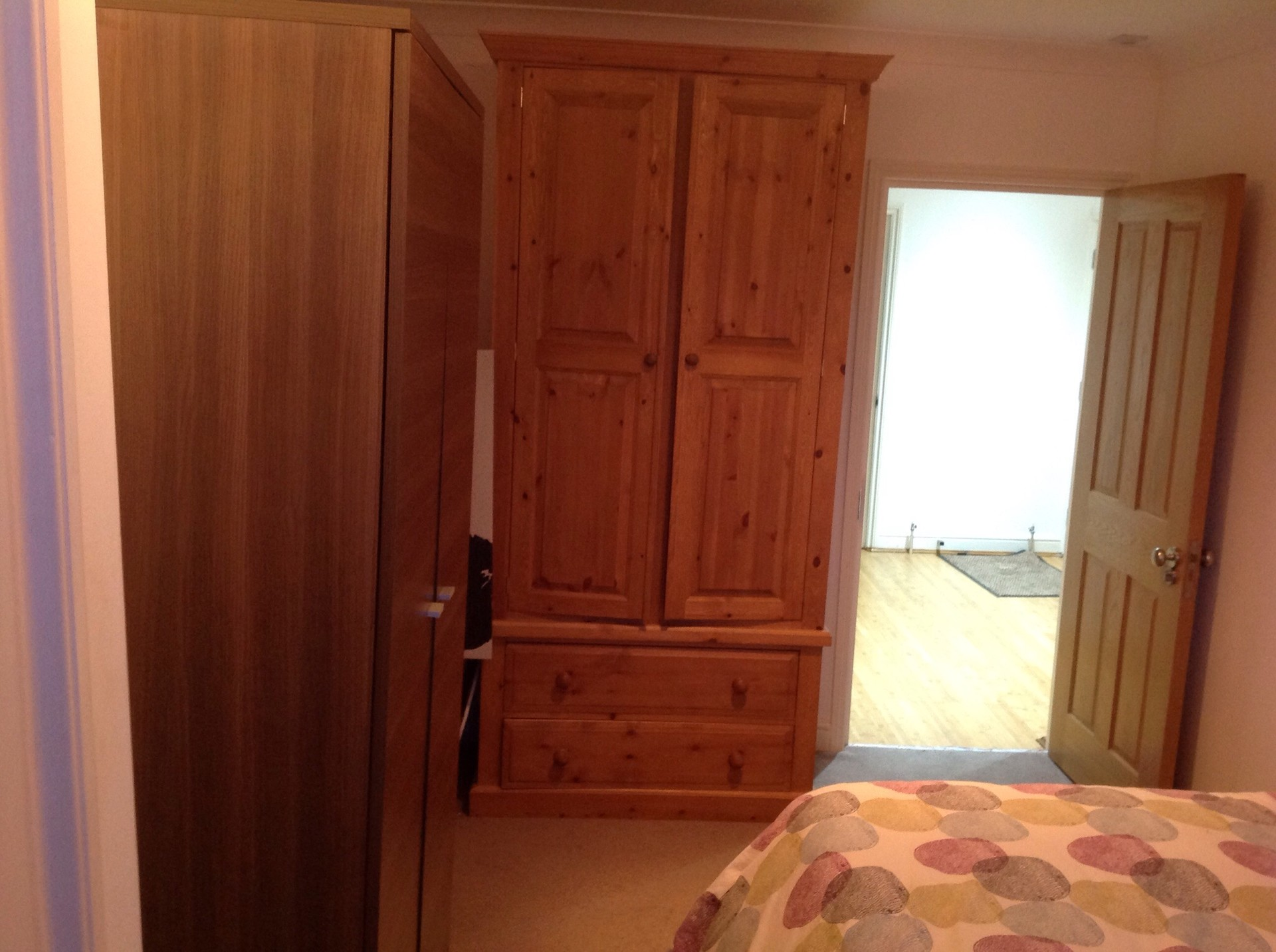 Lovely double room in a great area .