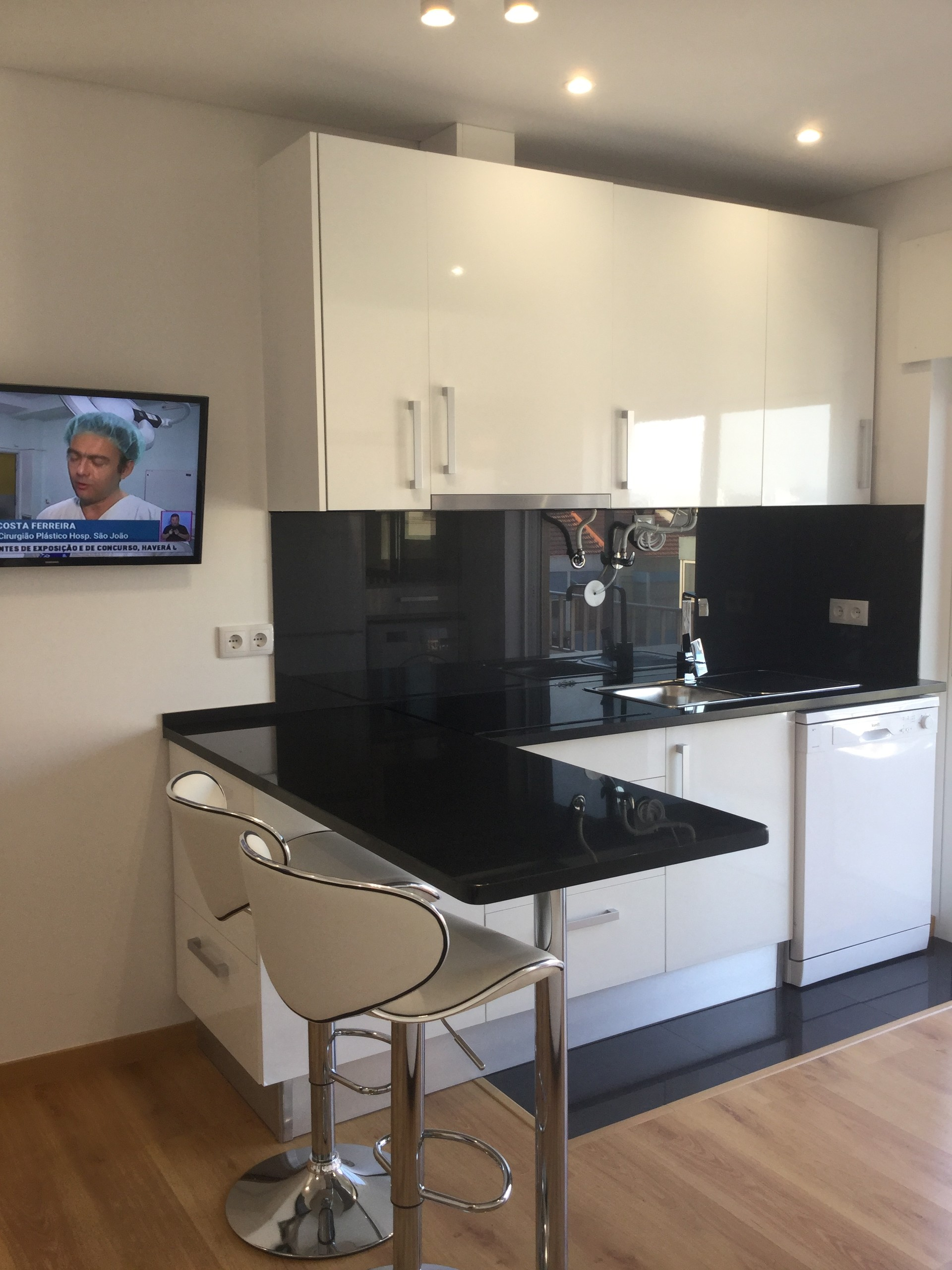lovely-new-apartment-central-almada-28db