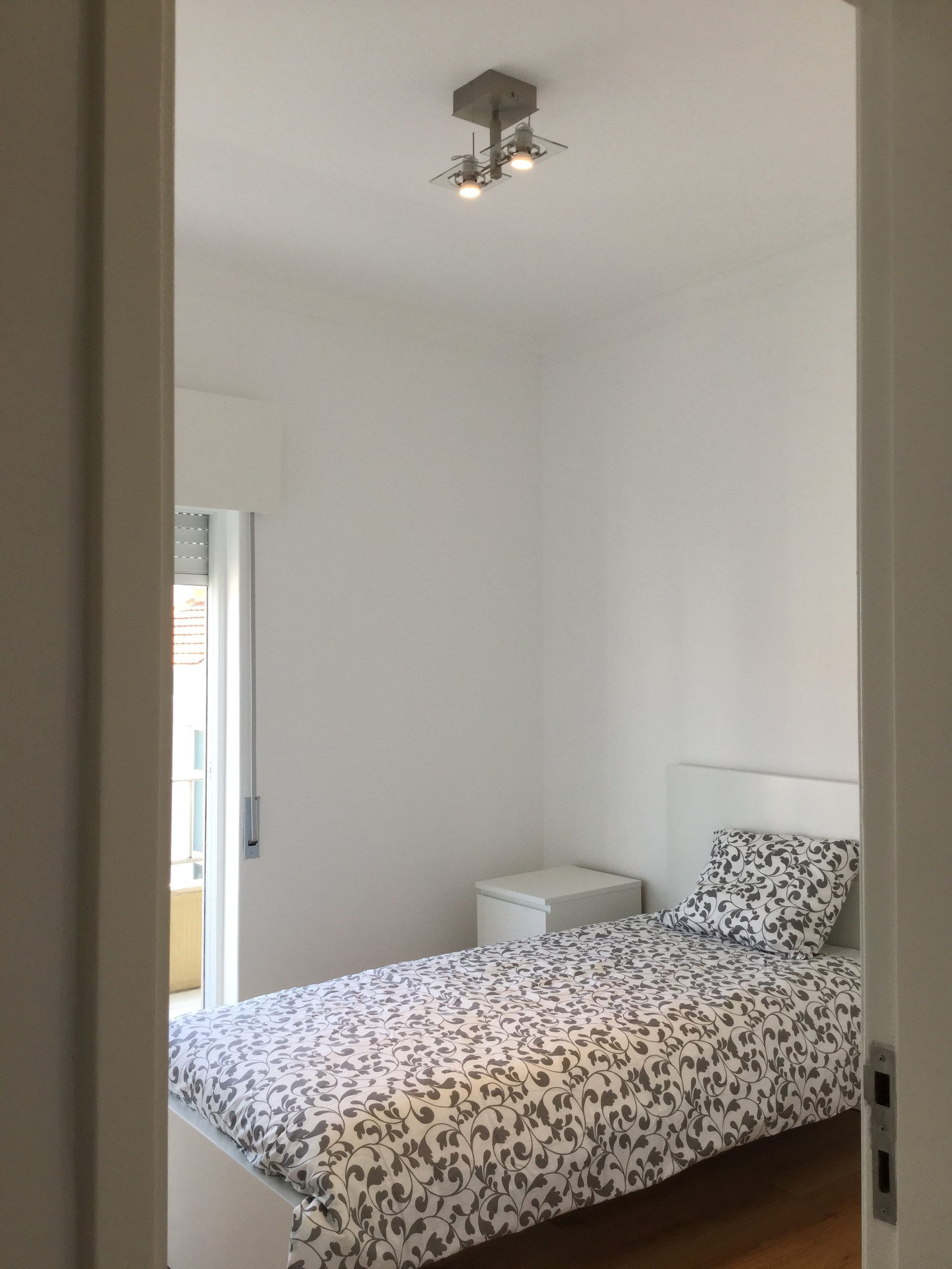lovely-new-apartment-central-almada-5121