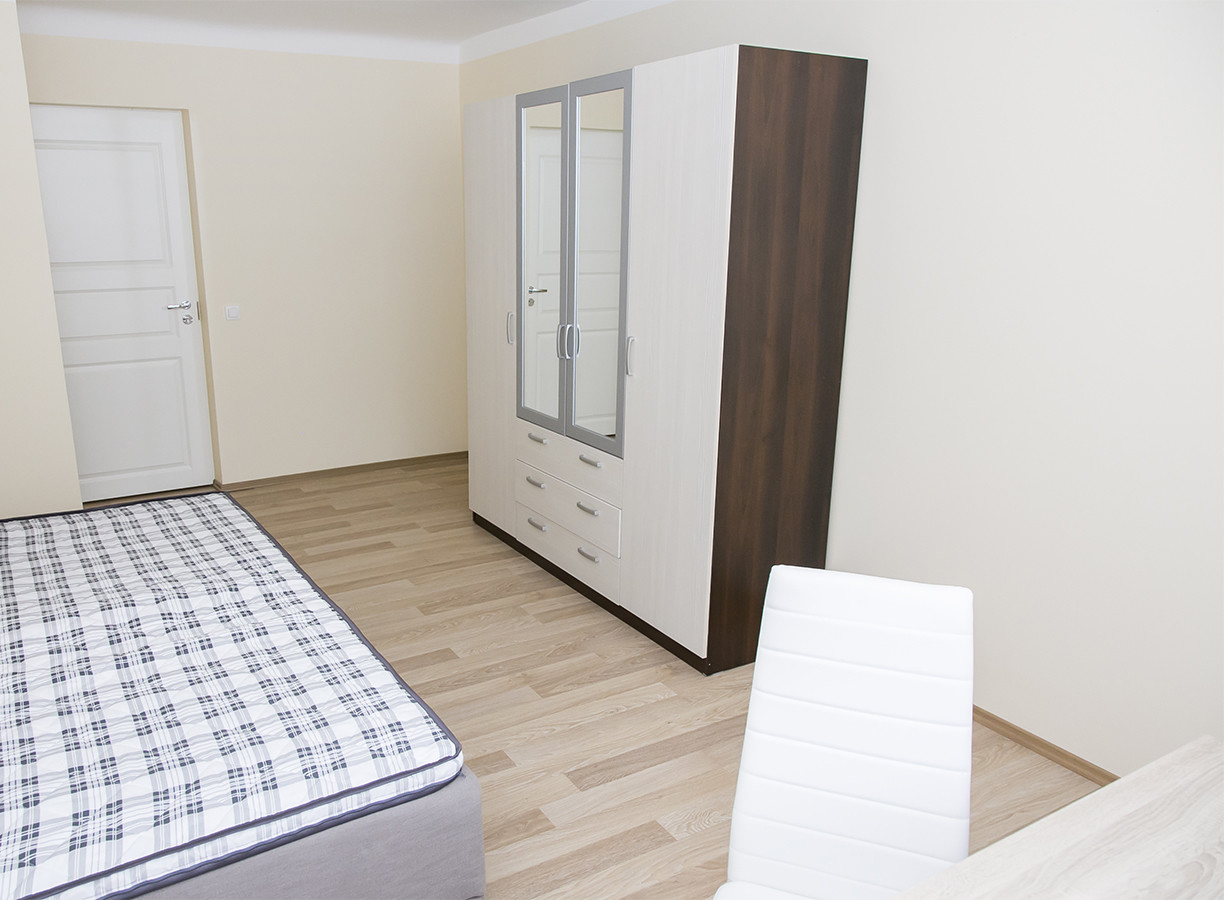 Lovely room in 6-room apartment in the City Center