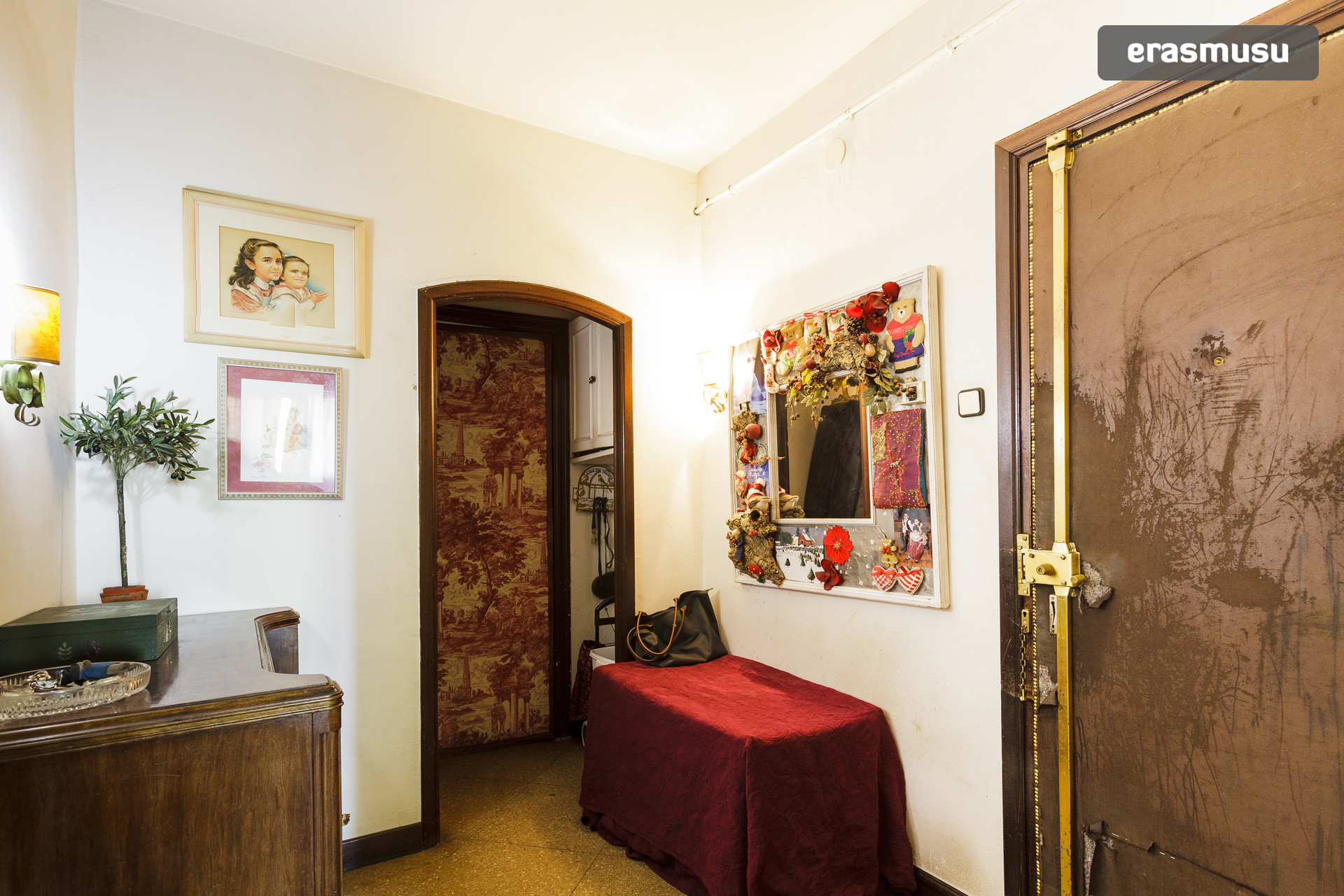 Lovely room in duplex in the middle of Barcelona
