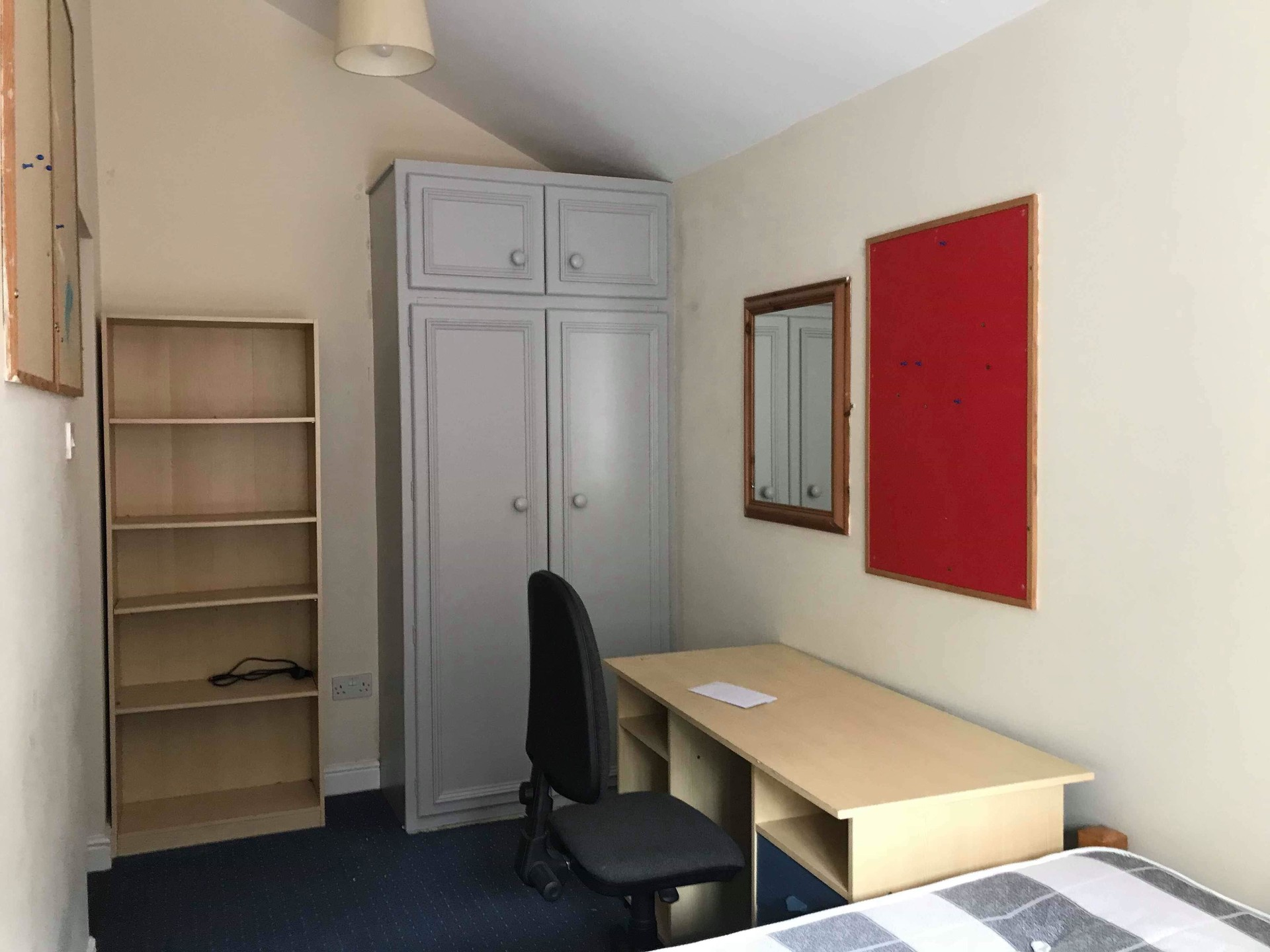 Lovely room in Sheffield, UK, for semester 2. Rent is £88 per week