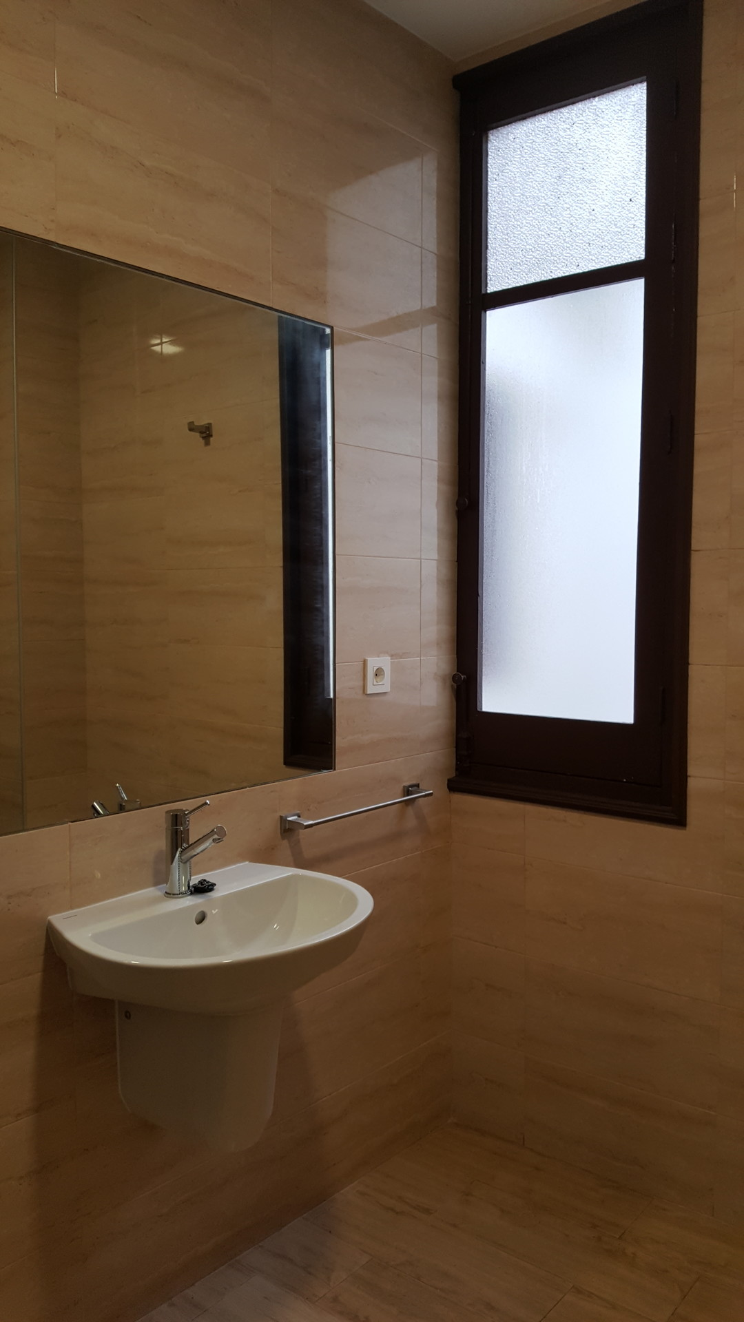 Lovely single Room at Centro (Av de la Constitucion -  Room 126)