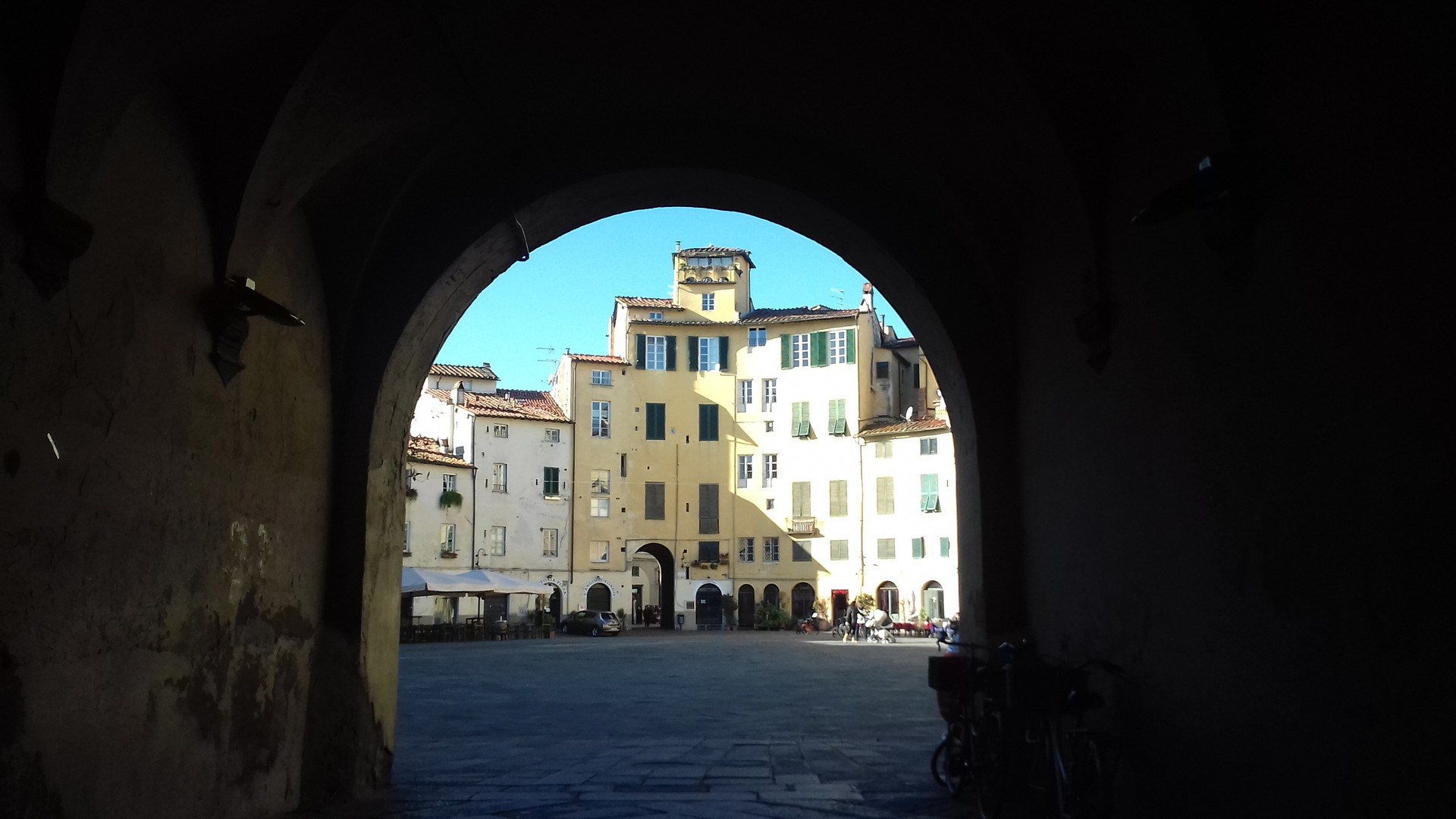 lucca-cie-opisac-1f0d87bb80c9839a1938ed8