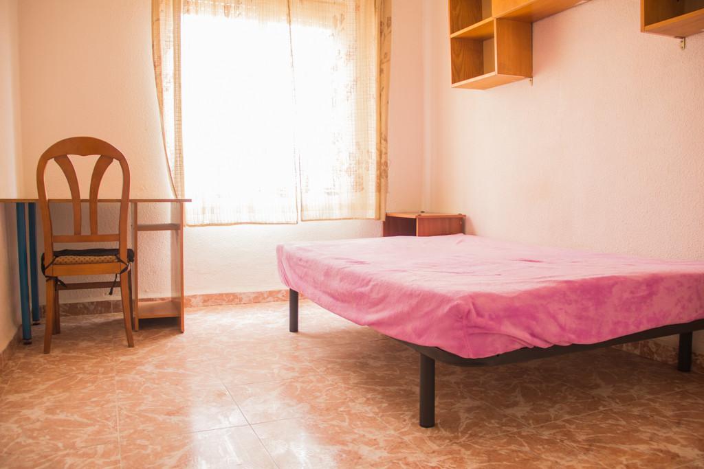 Luminosa y espaciosa habitación a 5 minutos del centro de Murcia