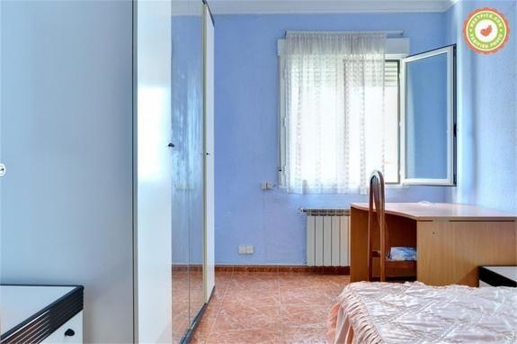 Luminosa habitación individual con cama matrimonio en Zaragoza