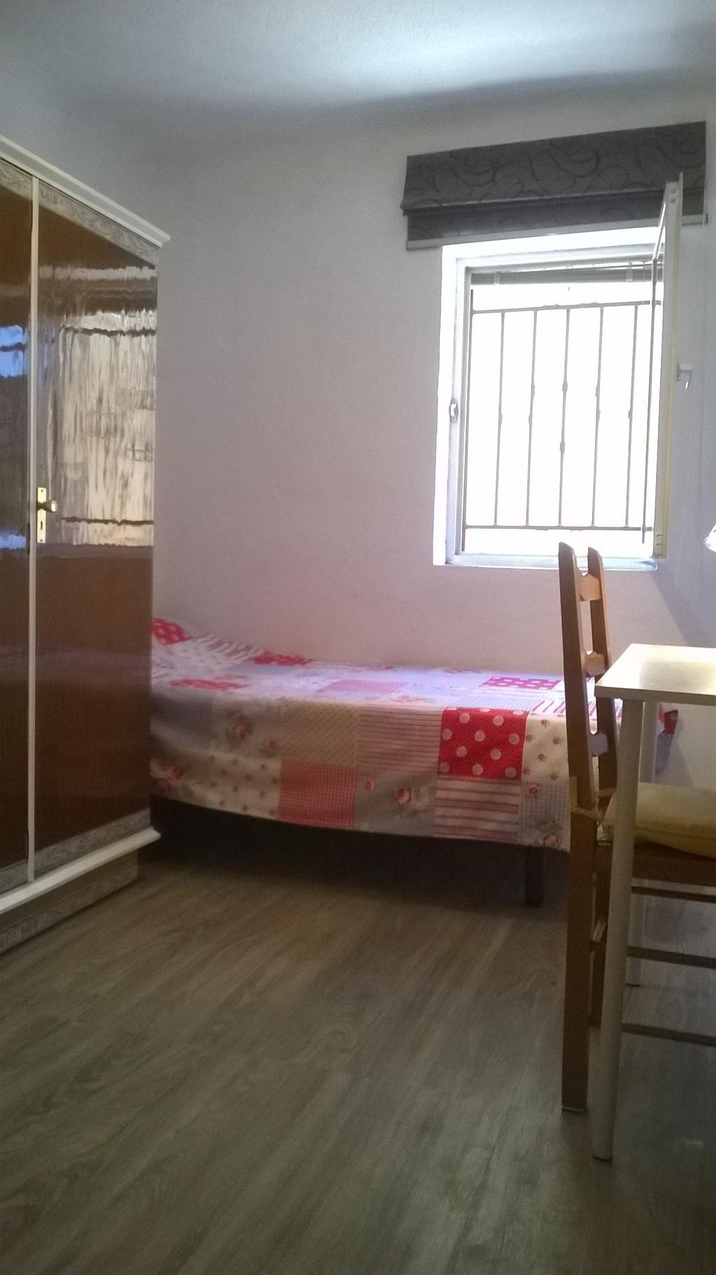 Luminosa habitación individual en el centro de Granada. (no ...