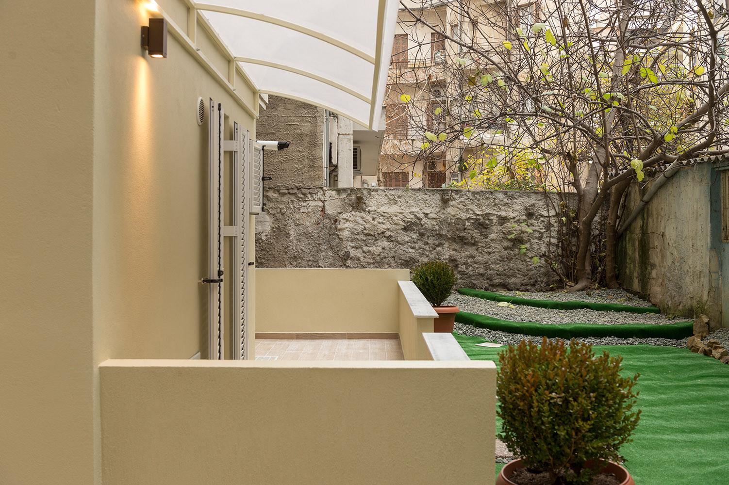 Luxury boutique studio 35,00M2 with garden