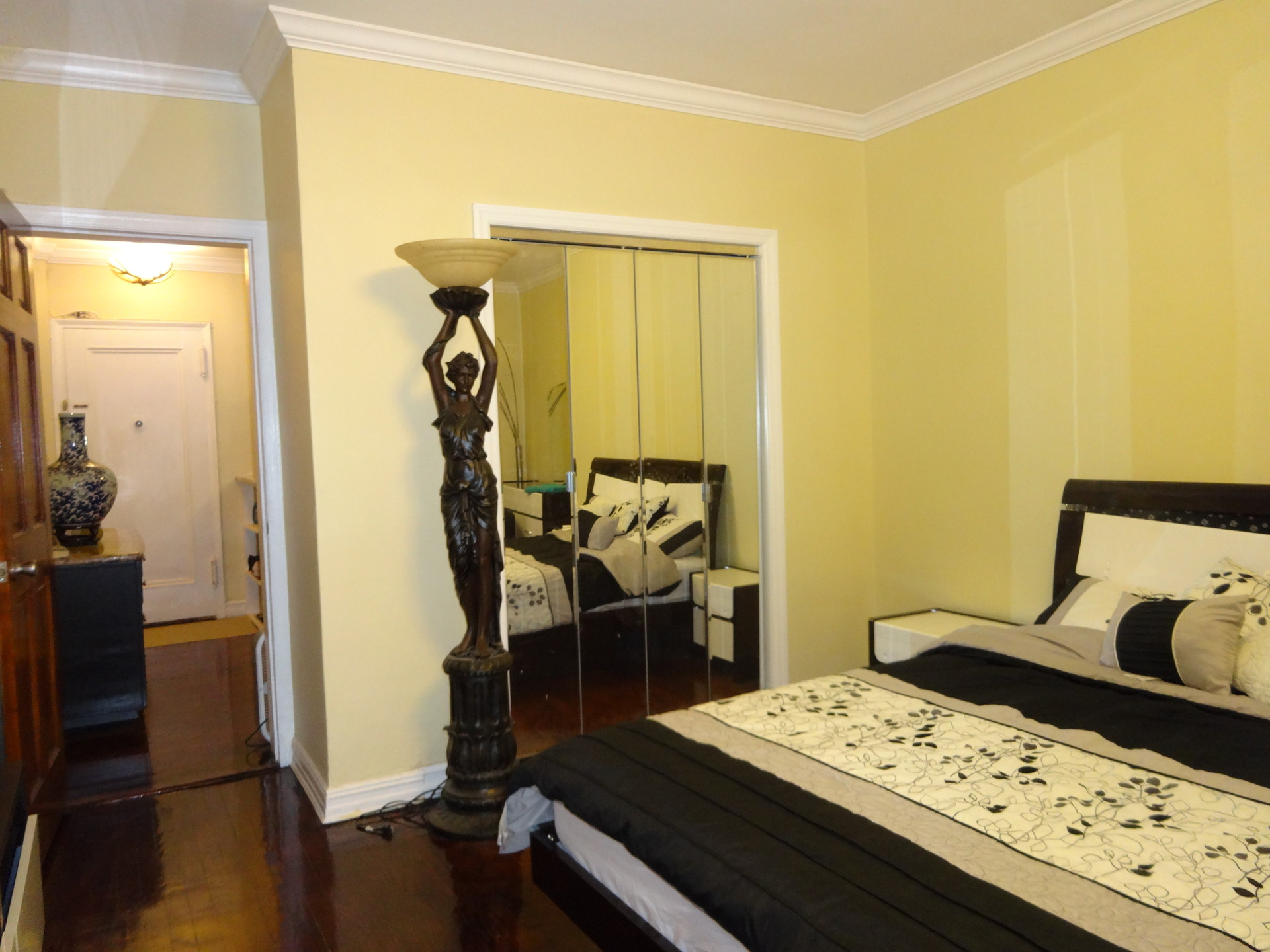 Luxury private renovated furnished room in Queens 20 min to Manh