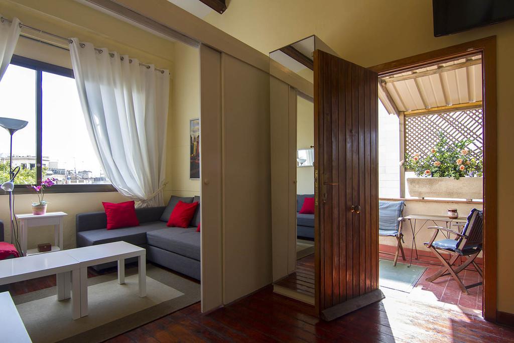 Great loft apartment located in las ramblas next to - Apartamento tipo loft ...