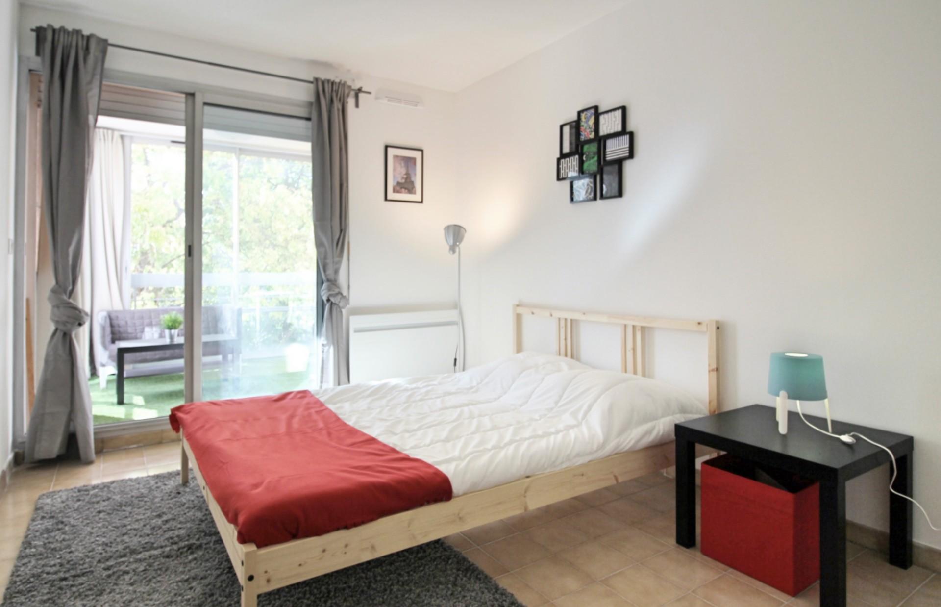 magnifique chambre meubl e dans appartement moderne et calme location chambres marseille. Black Bedroom Furniture Sets. Home Design Ideas