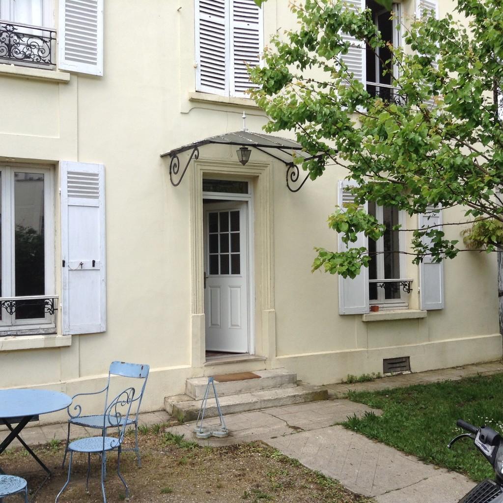 Maison avec jardin charenton le pont location chambres for Location avec jardin paris