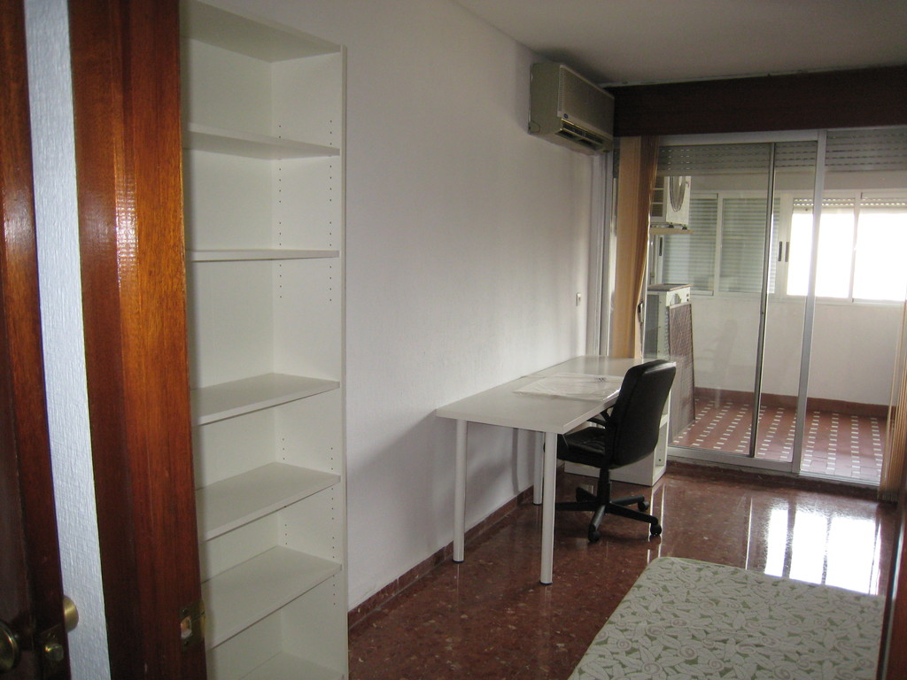 Mangn fico y soleado piso de 5 habitaciones en c rdoba for Alquiler piso cordoba centro