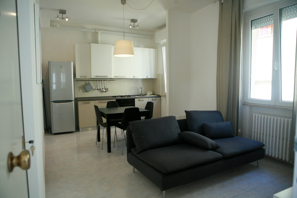 Modern 2 Bedroom apartament fully renovated 2 years ago.  Near t