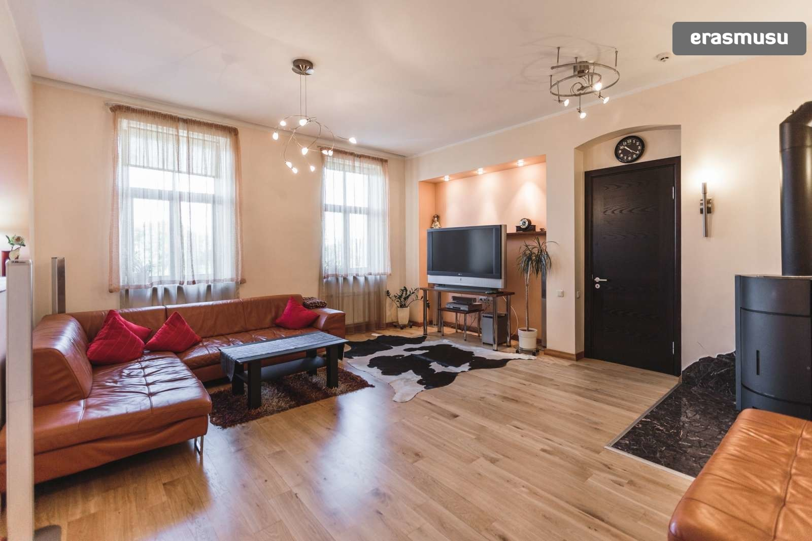 modern-4-bedroom-apartment-rent-centrs-140f4ee3385a0331b10fa0ee7