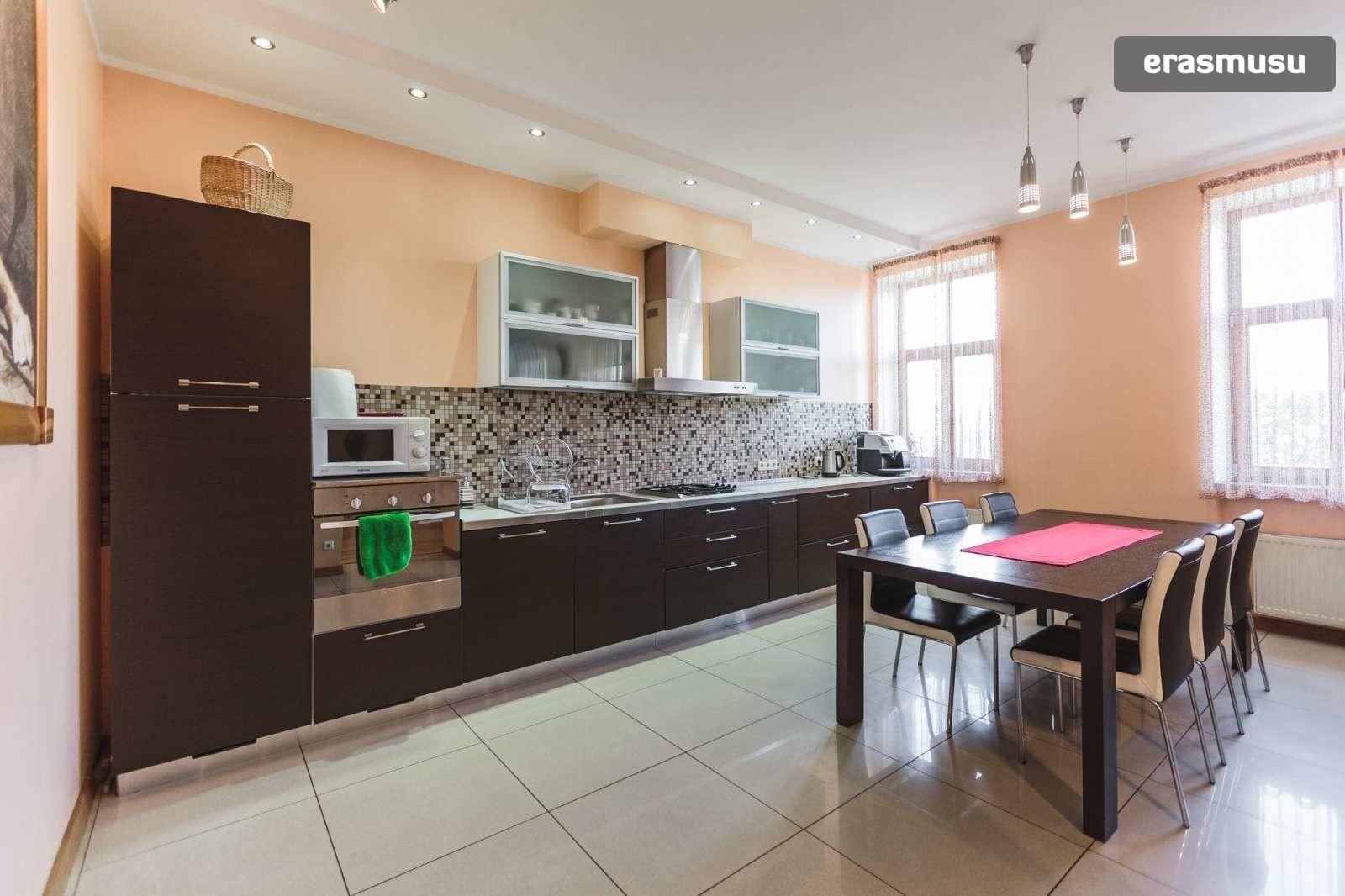 modern-4-bedroom-apartment-rent-centrs-43de28ae340eb7512e9f4601e