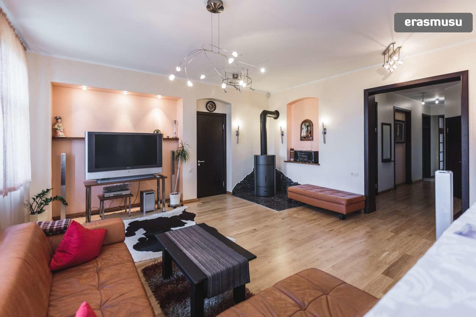 modern-4-bedroom-apartment-rent-centrs-cdea79bbc3d81fb12afbe86f1