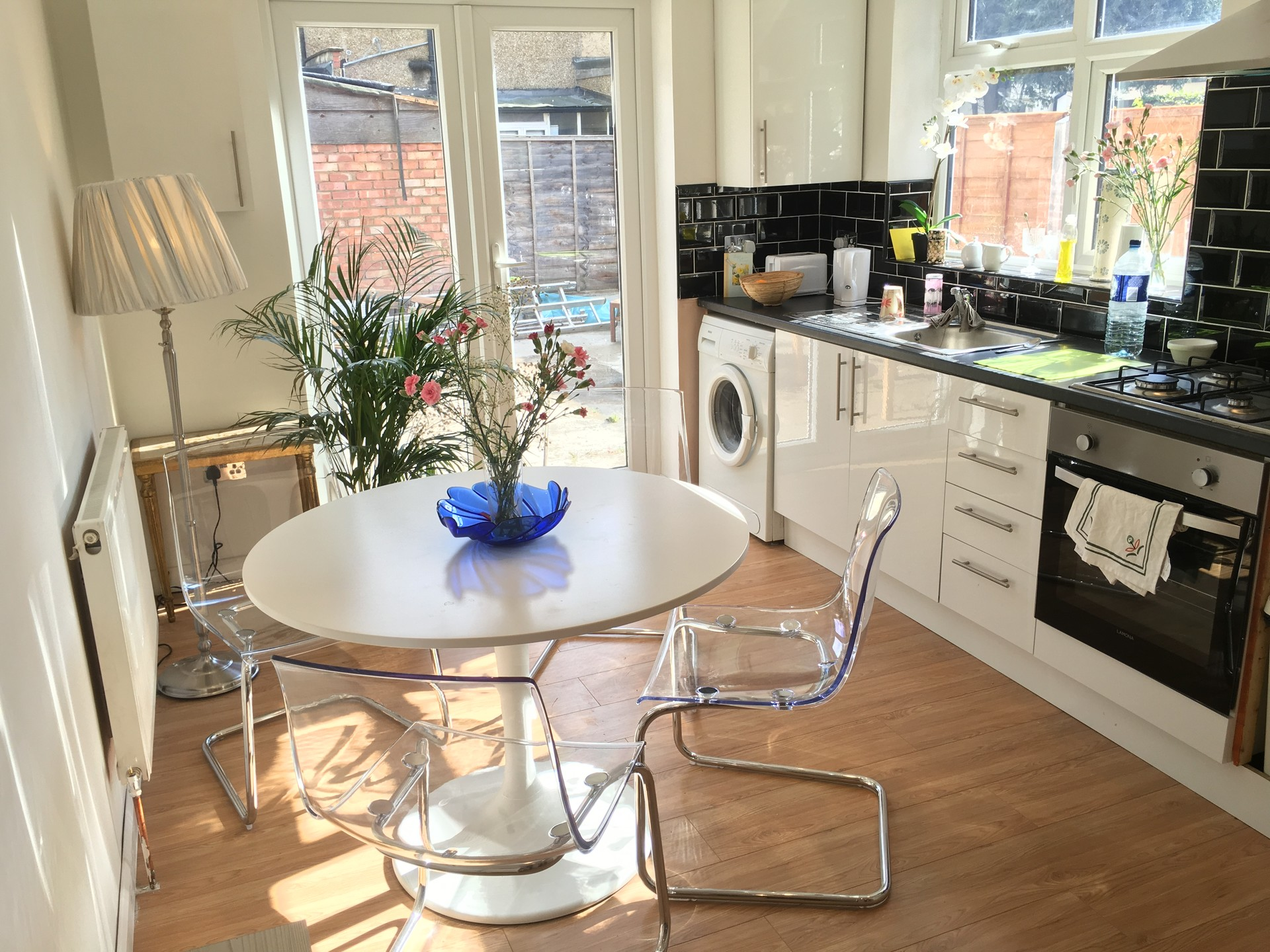 Modern bright property to share 1 min from station