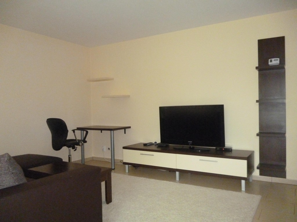 Modern furnished one bedroom apartment flat rent szeged for Modern 1 bedroom apartments