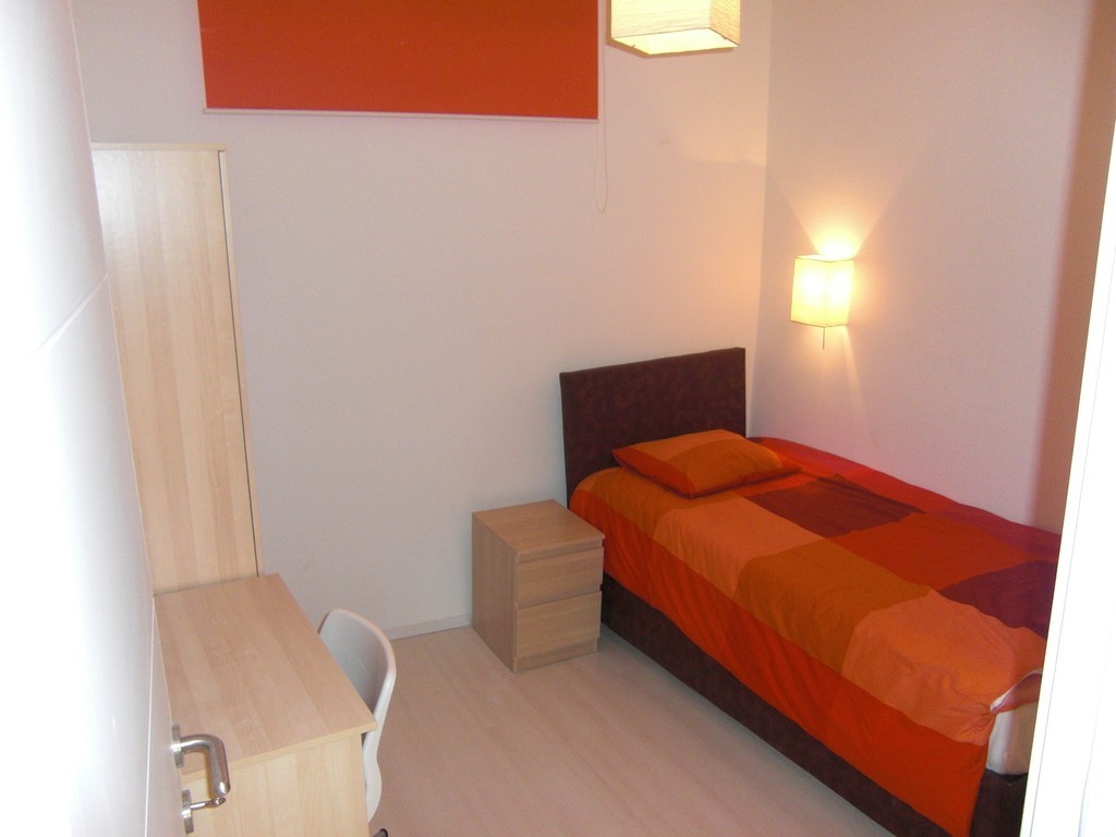Modern furnished rooms for rent perfect for erasmus for Furnished room
