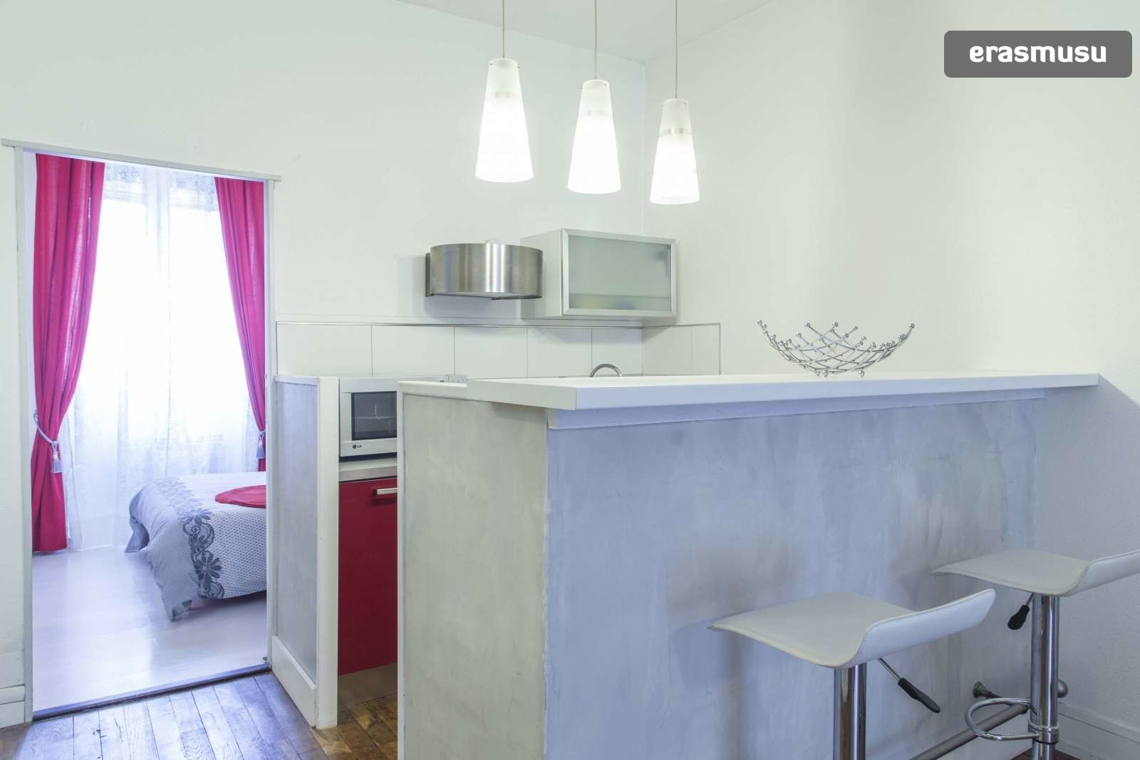 modern-luxurious-studio-apartment-rent-lyon-0709775813f286623c31