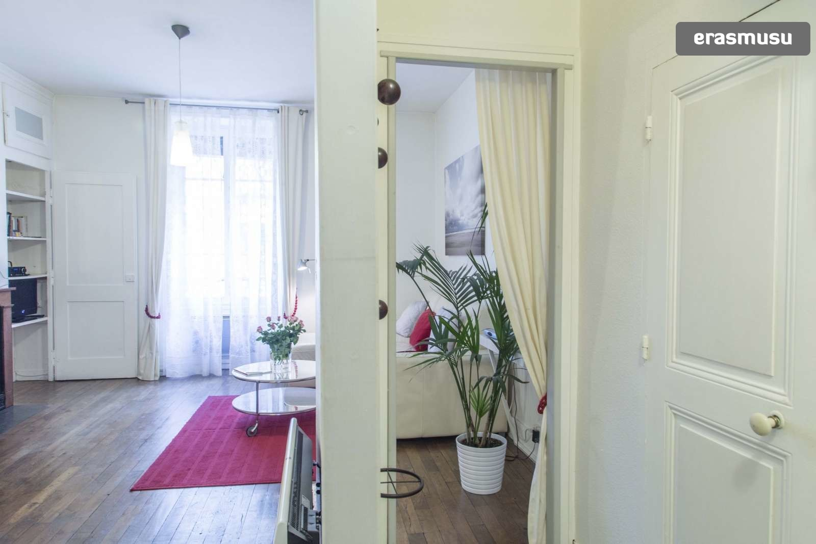 modern-luxurious-studio-apartment-rent-lyon-2213b5c2577a445ec5cc