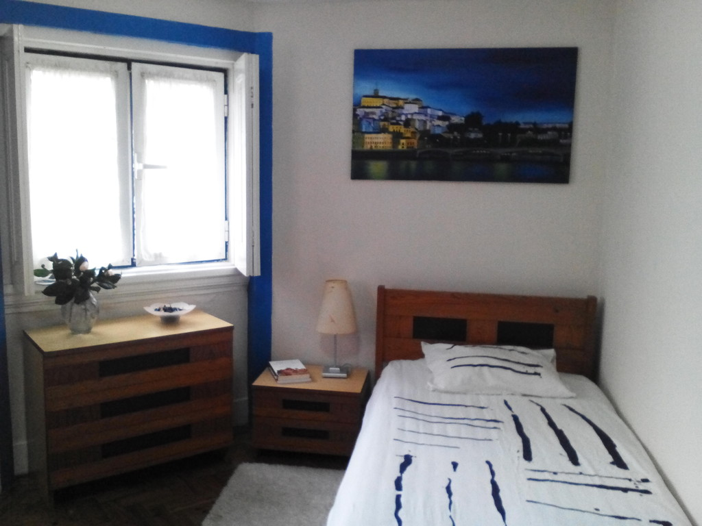 Modern Room next to the river, downtown Coimbra. All expenses in