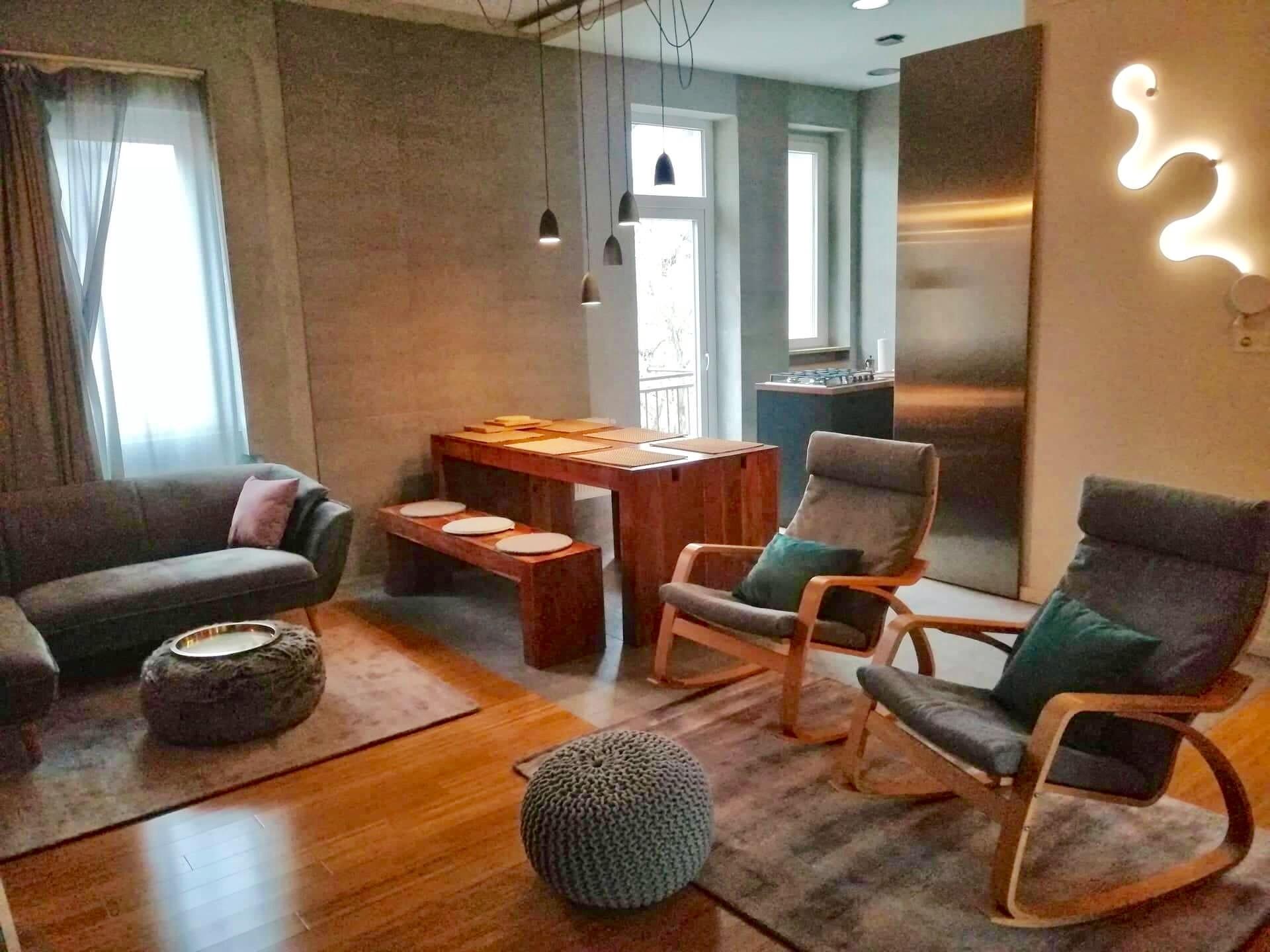 modern-spacious-2-bedroom-apartment-center-2974566ec5ed40ecd70ba9402efa761e