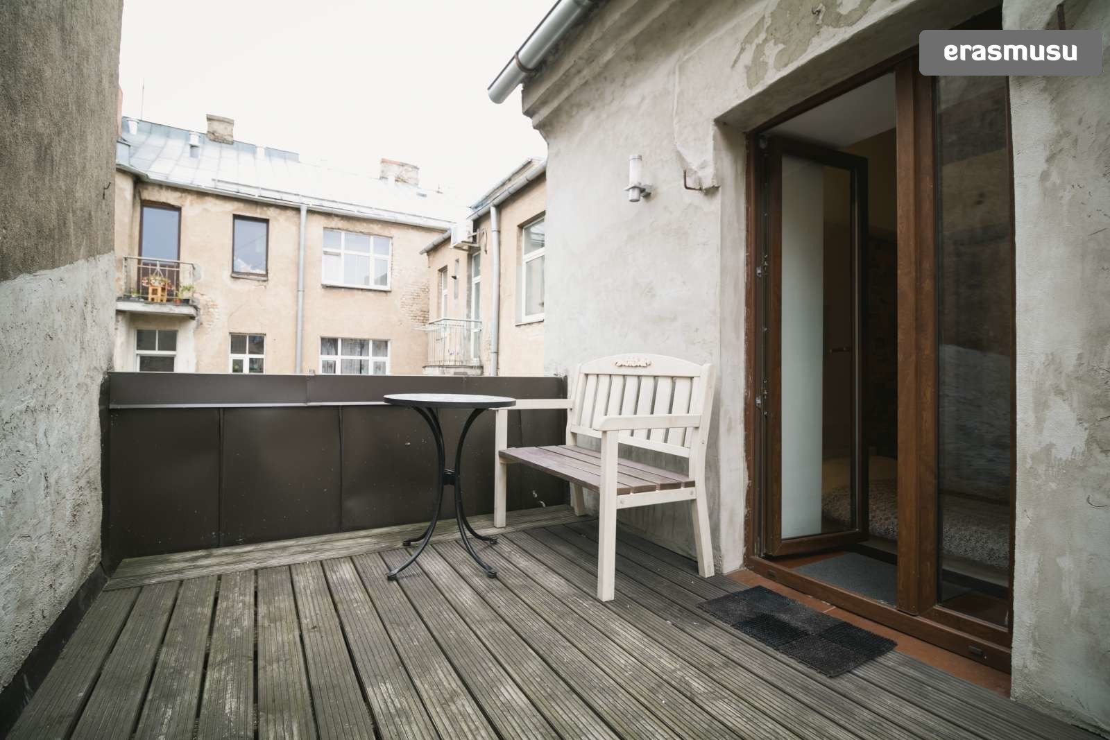 modern-studio-apartment-rent-maskavas-forstate-343ac3d82371cc4ca