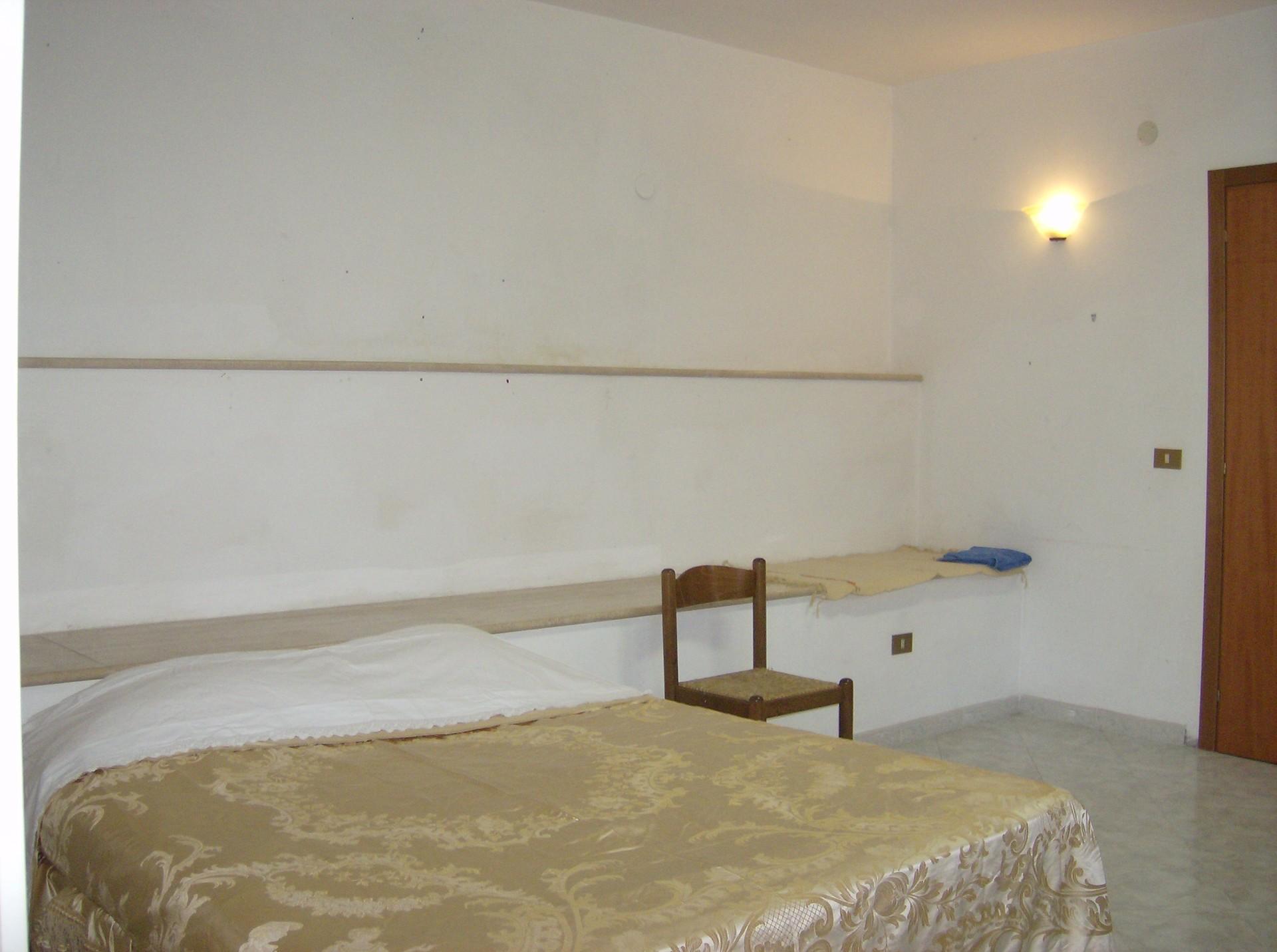 Monolocale con angolo cottura bagno e spazio esterno for Monolocale arredato salerno