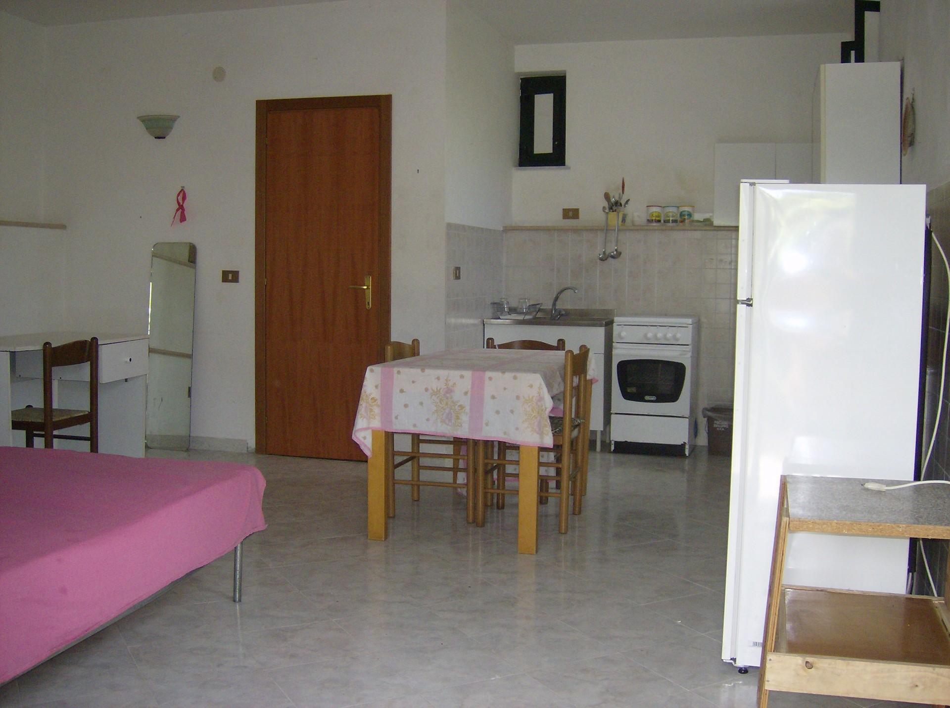monolocale con angolo cottura bagno e spazio esterno