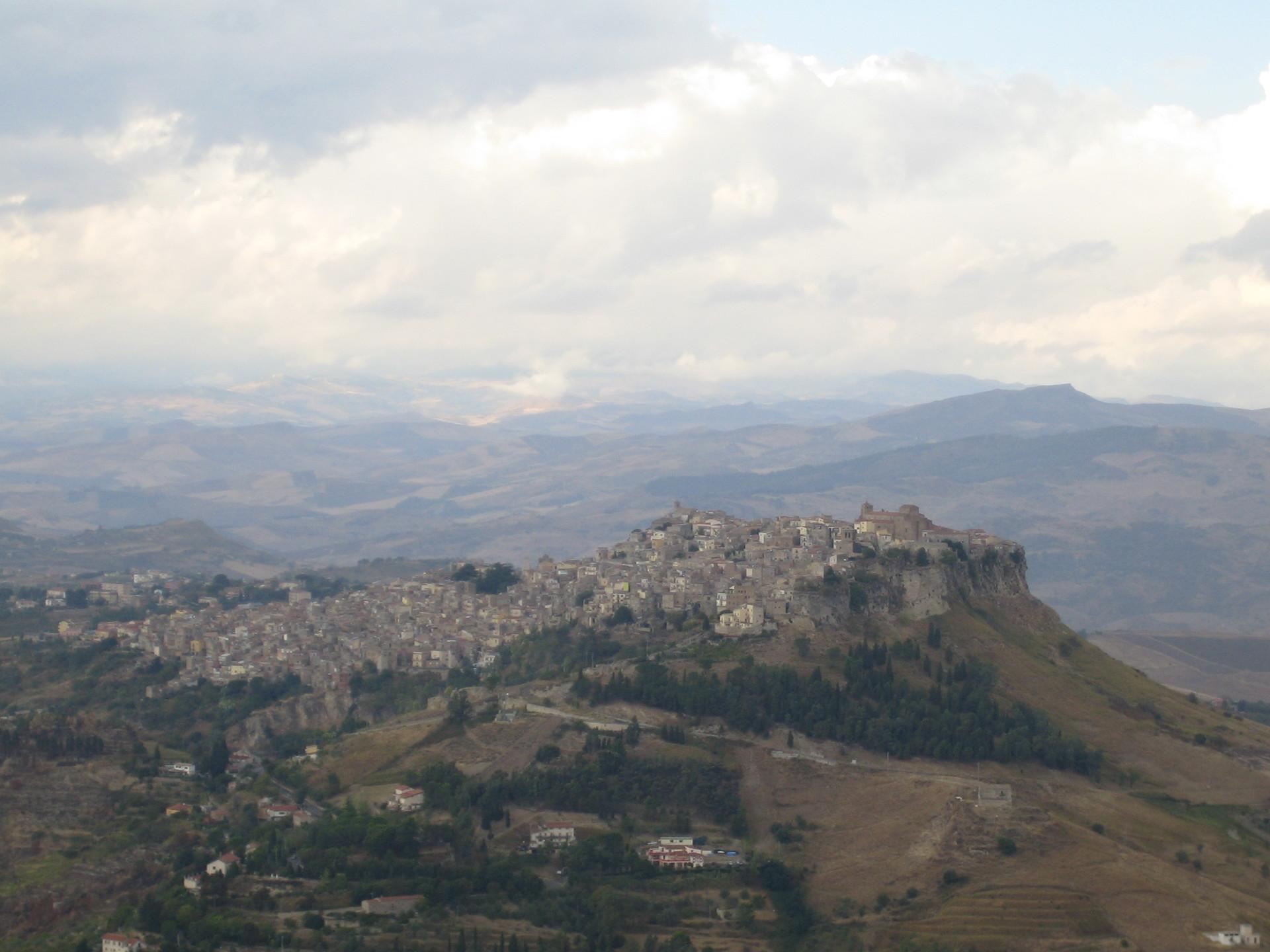 mountains-enna-3e644f490d49a369c9a7c3f44