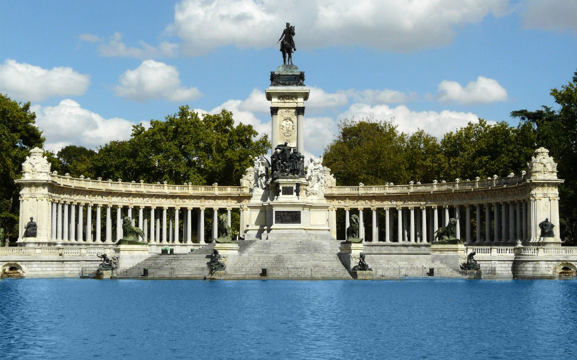 Parque del buen retiro retiro park what to see in madrid for Parques de madrid espana