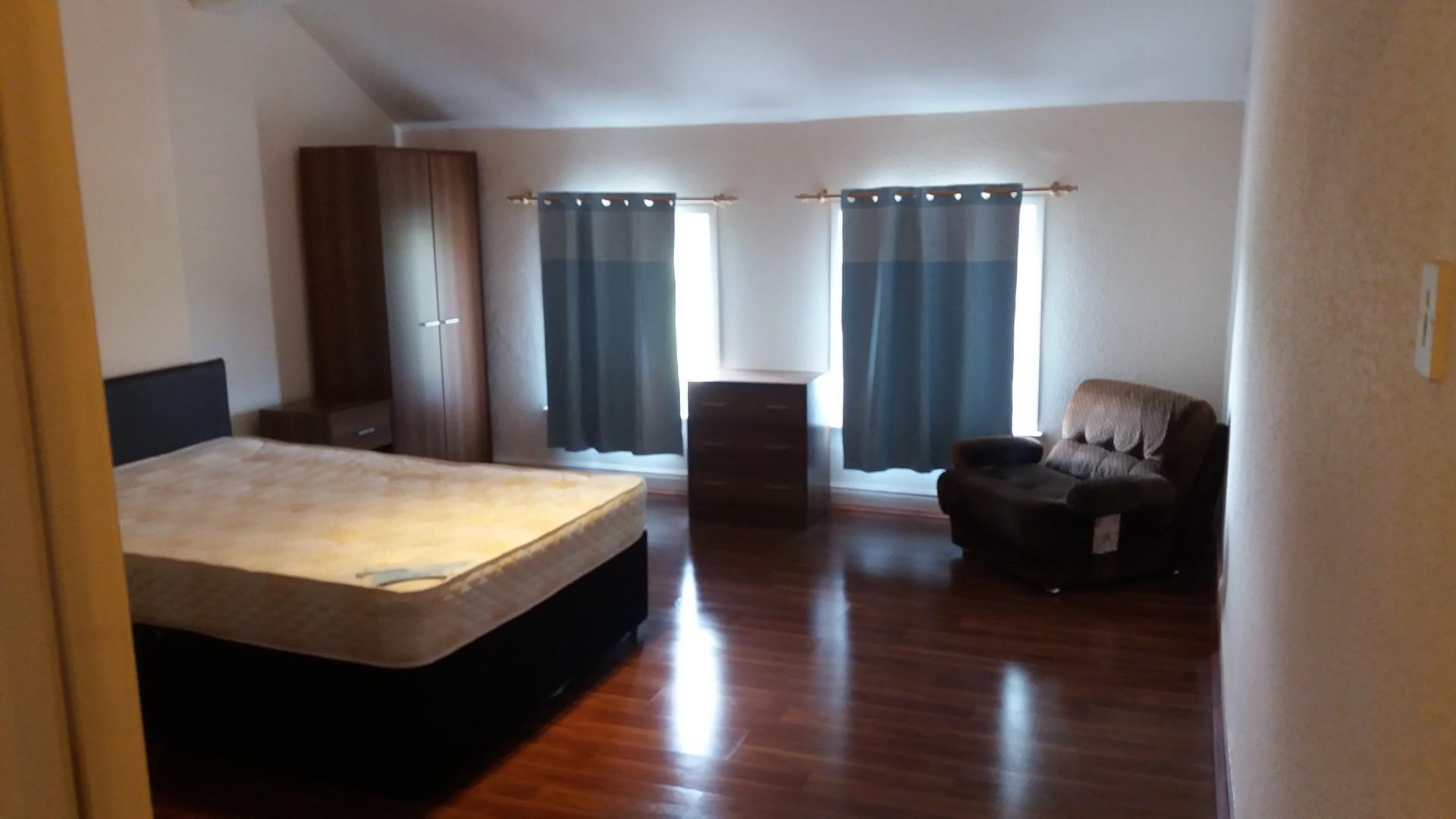 newly-refurbished-4-double-bedrooms-l7-a20c0c250d7bfadf36a6a43c992e227b