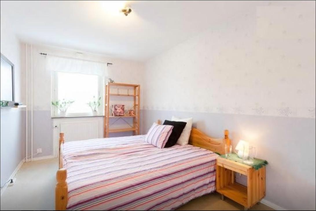 nice-big-fresh-bedroom-female-student-f0c7c65d5bc04fd1788753eecca38303