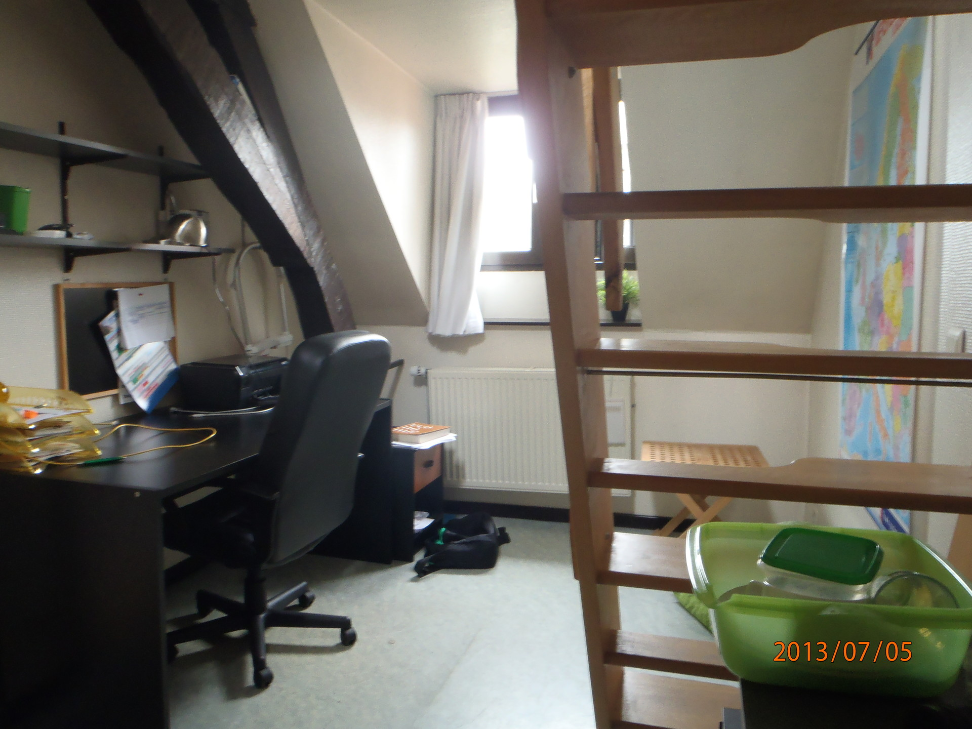 nice-cosy-room-wooden-beems-leuven-d5e8db468f59aa323e409eafd0ee0f92
