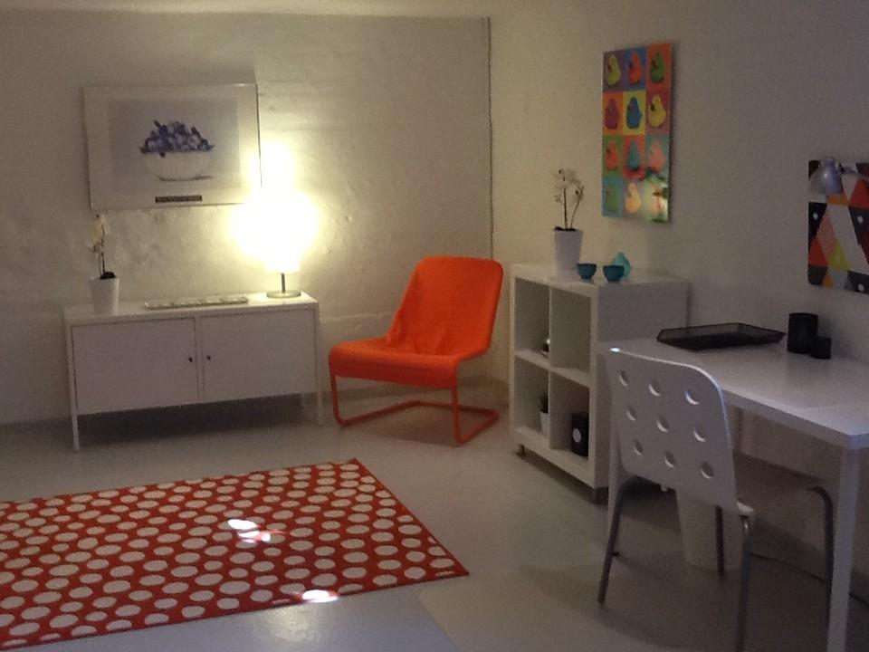 nice-modern-spacious-room-8a2a731d001ace
