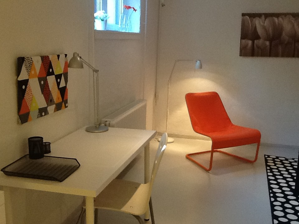 nice-modern-spacious-room-97f3f1b5aa2e97fd4535c059d6261c01