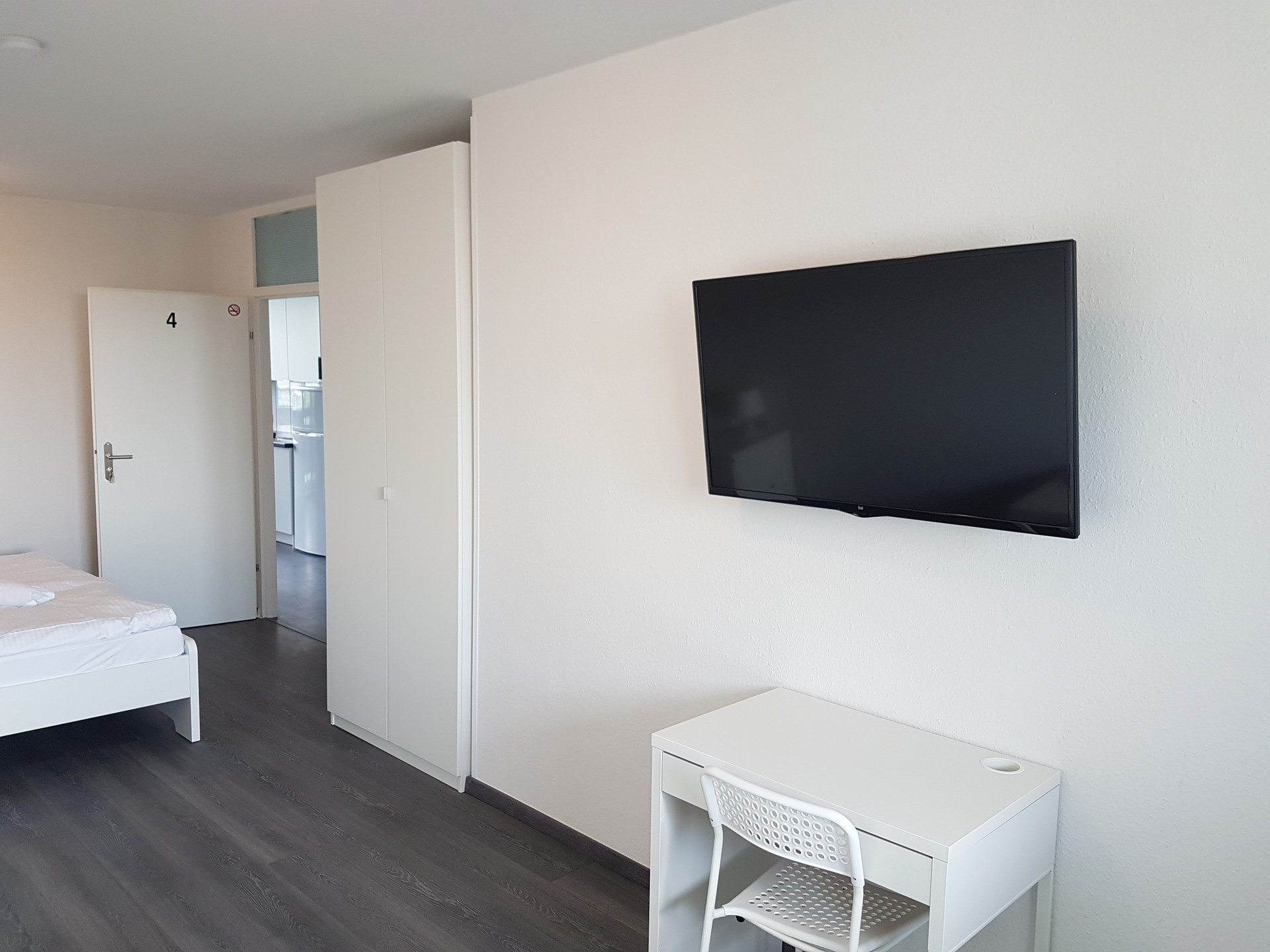 Nice ready furnished big room with privat balcony,TV and Wifi in