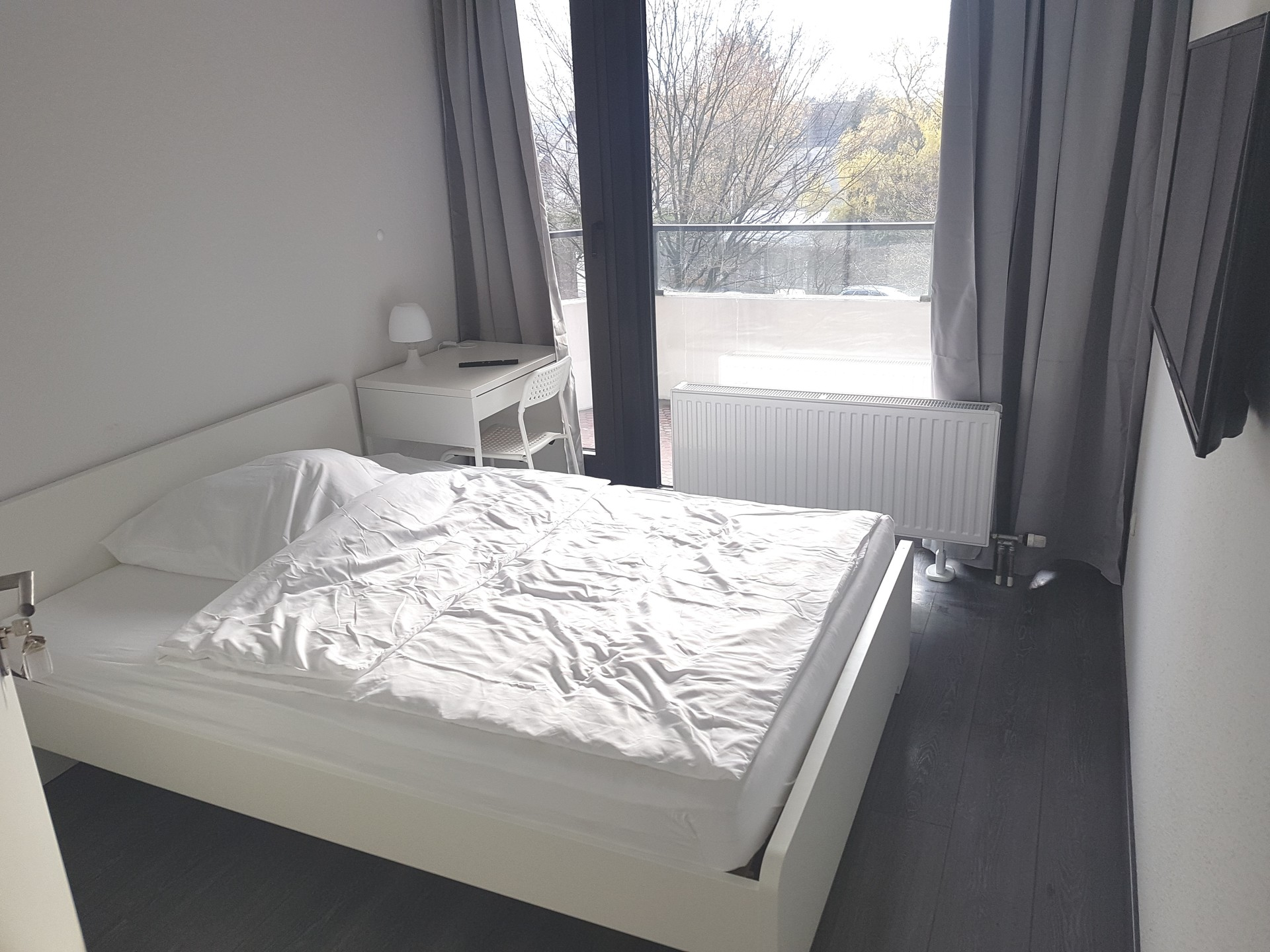 Nice ready furnished room with TV and Wifi in Cologne avalible